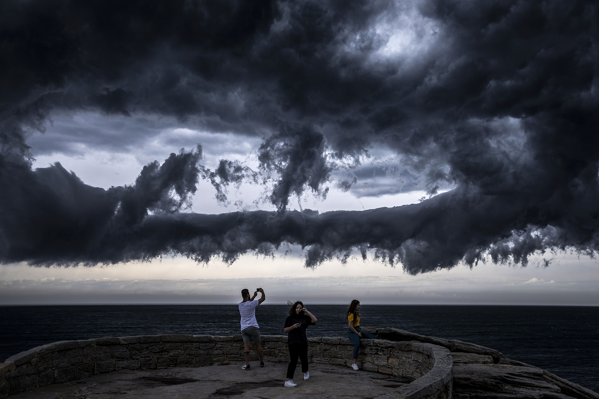 SYDNEY, AUSTRALIA - NOVEMBER 13: People watch on from Marks Park as a thunderstorm gathers off Bondi Beach on November 13, 2020 in Sydney, Australia. The Bureau of Meteorology issued a number of severe weather alerts for the region today, with a high risk of thunderstorms and hail. (Photo by Brook Mitchell/Getty Images)