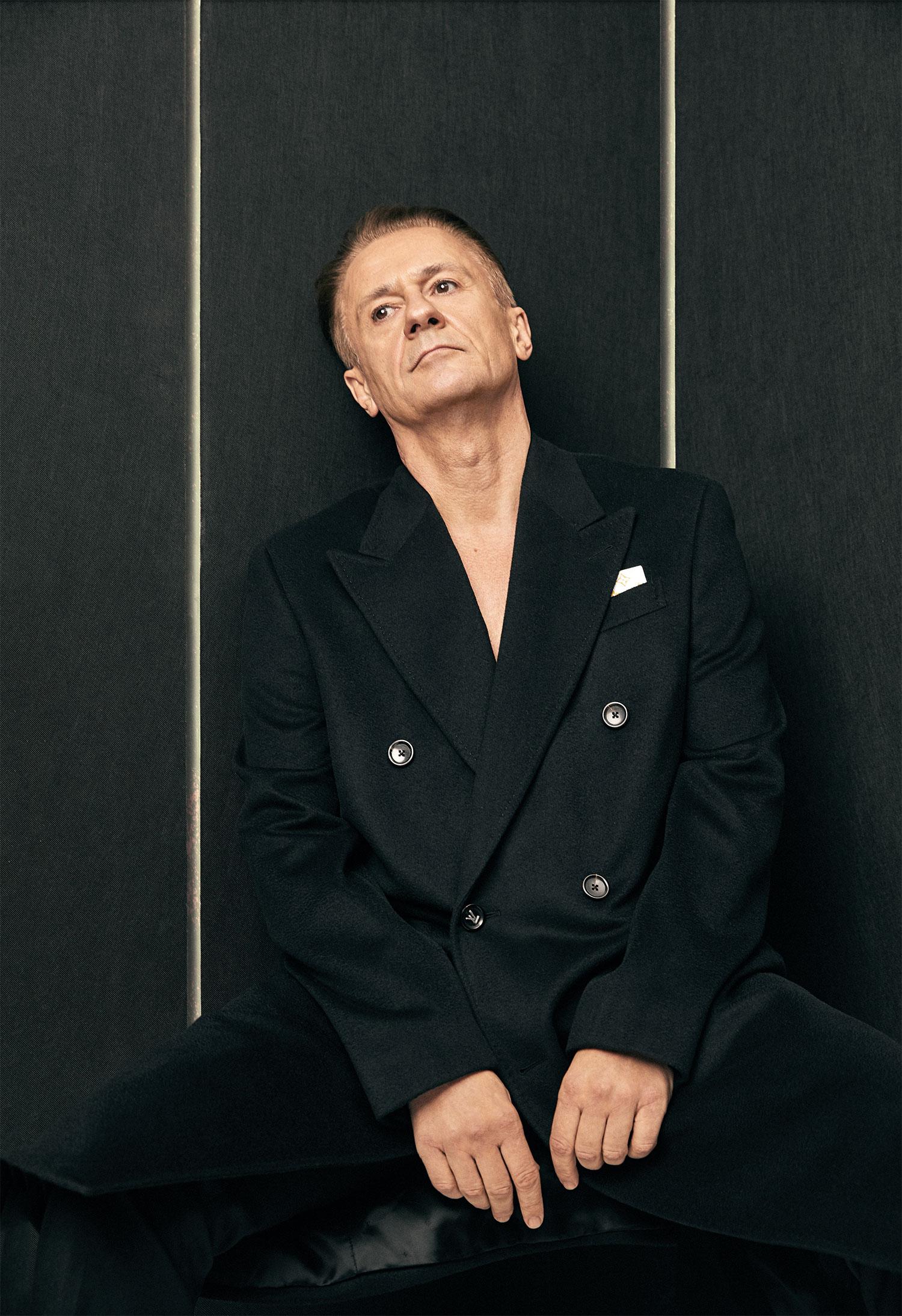 Пальто Louis Vuitton; брюки Canali