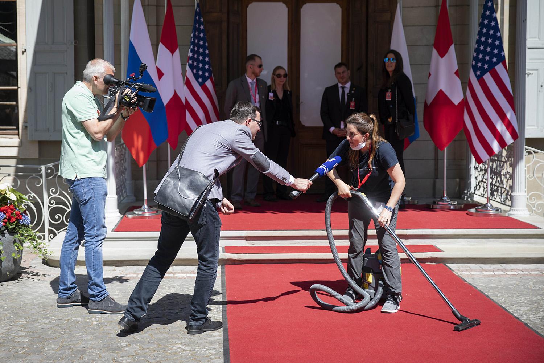 Работница виллы Ла Гранж передроссийско-американским саммитом.