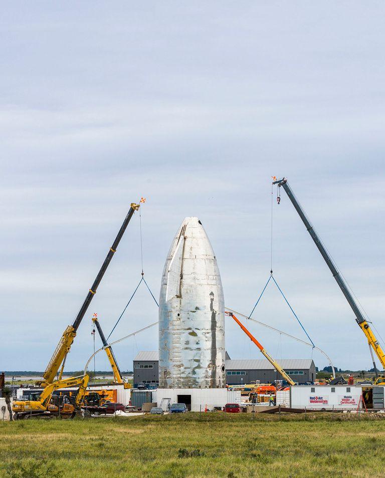 В середине ноября, когда Мэри наблюдала зазоной SpaceX вобъектив камеры, навес надMk1 внезапно взлетел внебо; остальная часть ракеты исчезла завздымающимся потоком азота. Ракета  взорвалась во время испытания нагерметичность иникогда неполетит вкосмос. Но вSpaceX назвали инцидент «незначительной неудачей», поскольку команда уже работала надобновленной версией Mk3.