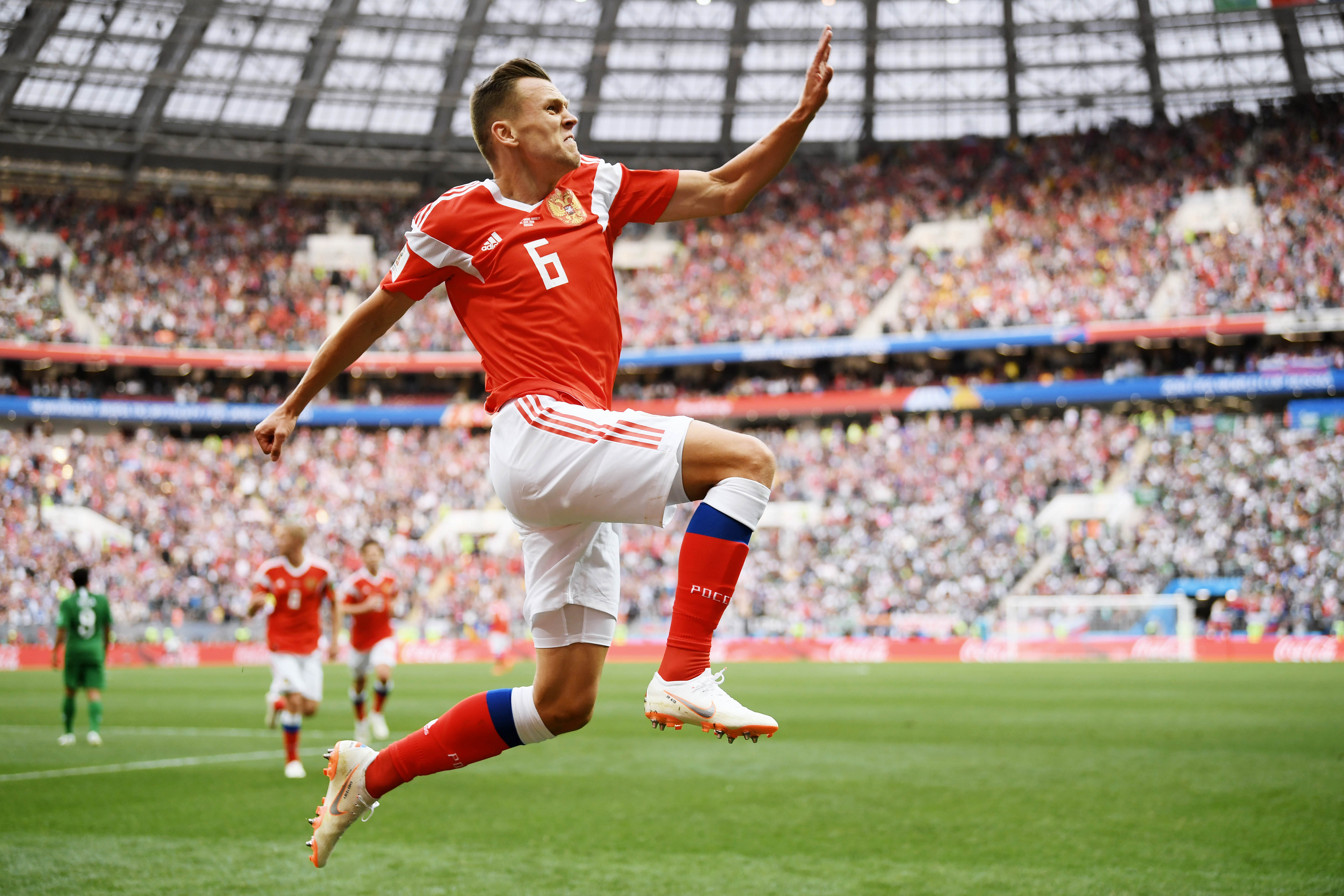 Денис Черышев отмечает свой второй гол вворота Саудовской Аравии. Встреча закончилась победой россиян со счетом 5:0.