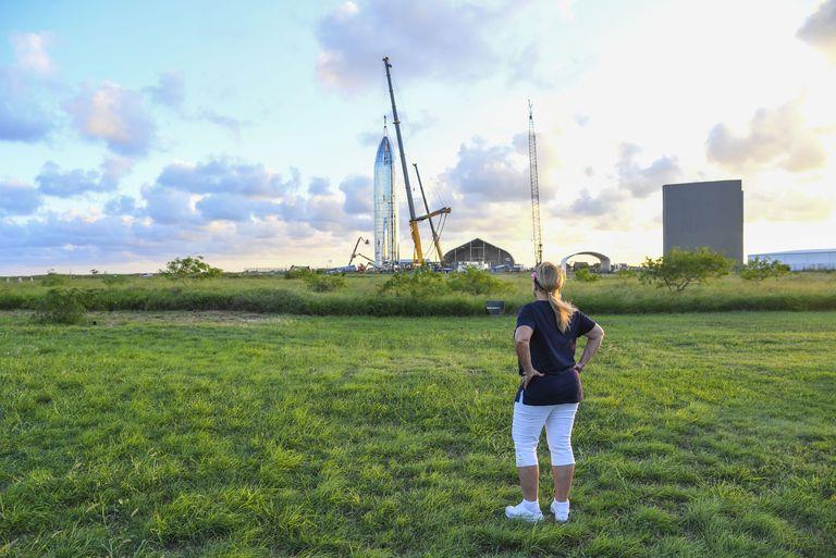 Мария Пойнтер наблюдает зазапуском