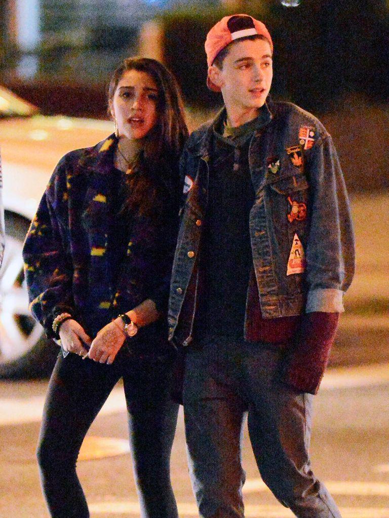 Тимоти Шаламе стал появляться настраницах Page Six еще в2013 году, когда он начал встречаться сдочерью Мадонны Лурдес Леон