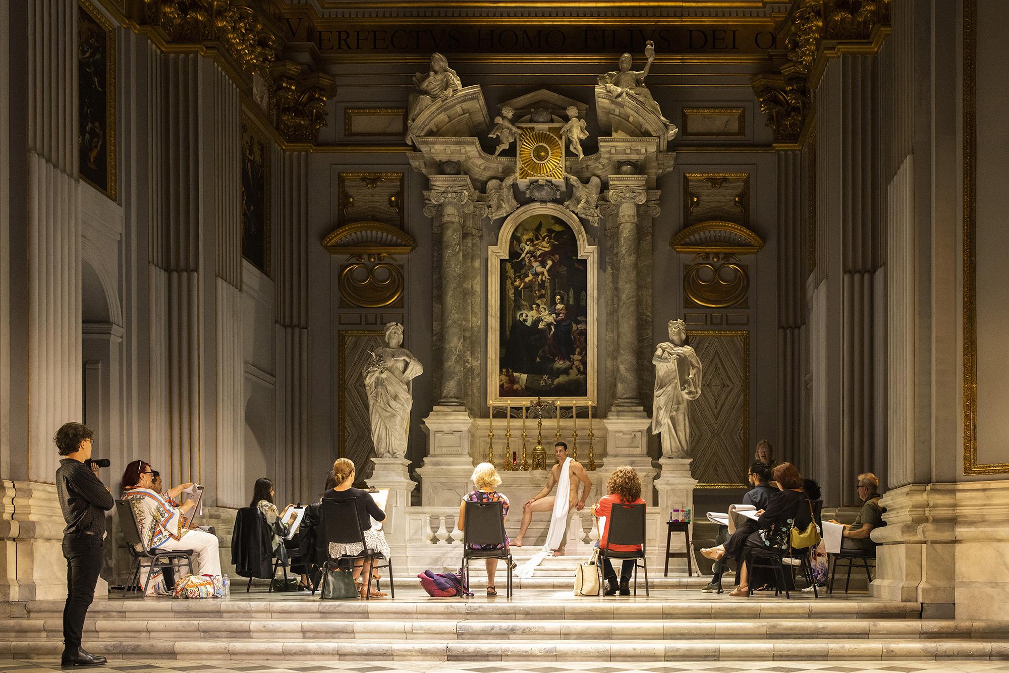 12 марта 2021 года, знаменитый Сиднейский оперный театр вАвстралии открыли длякурсов рисования. Они проходят во время постановки оперы Джакомо Пуччини «Тоска» вдекорациях, воссоздающих римскую церковь Сант-Андреа-делла-Валле