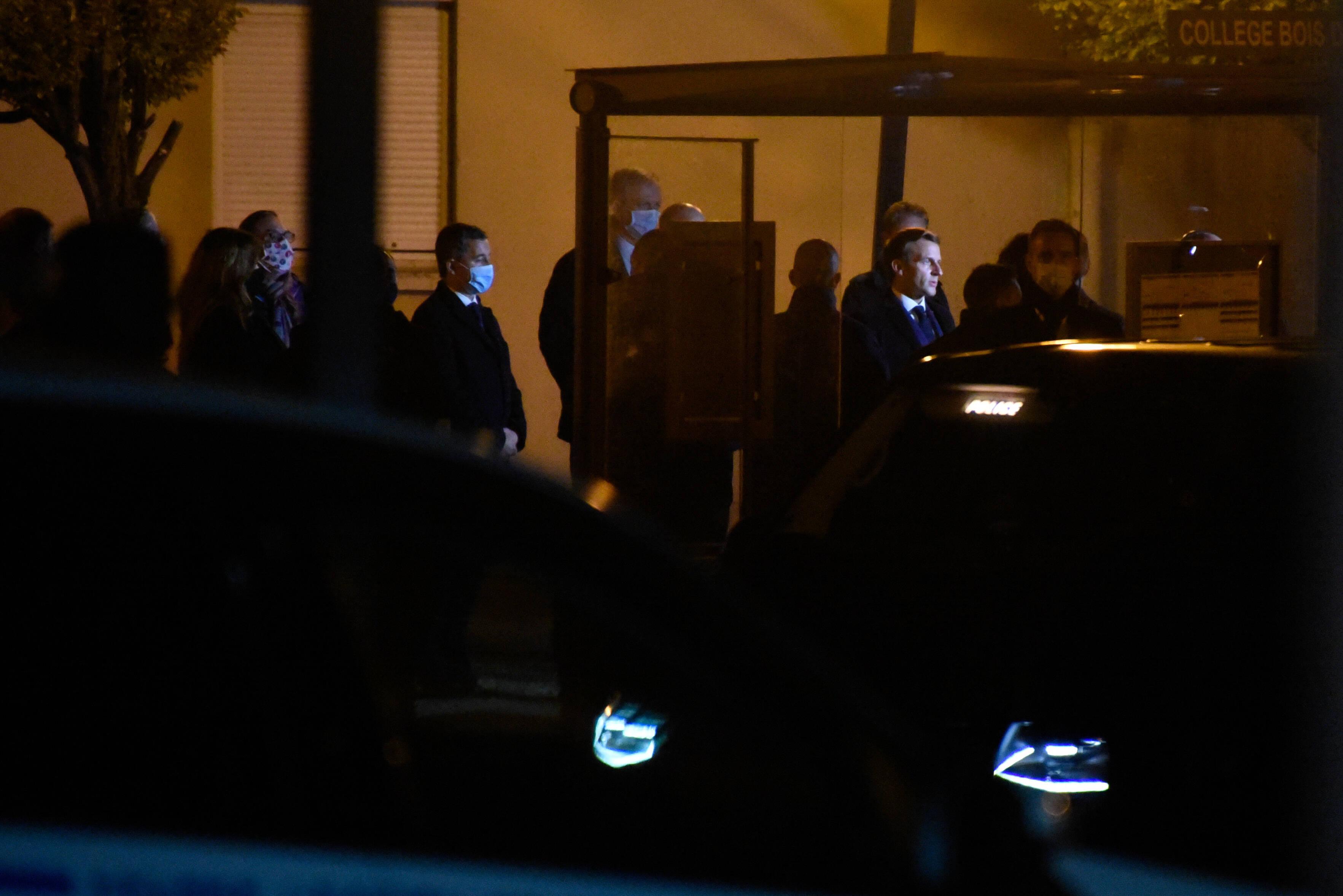 На место преступления прибыл президент Франции Макрон