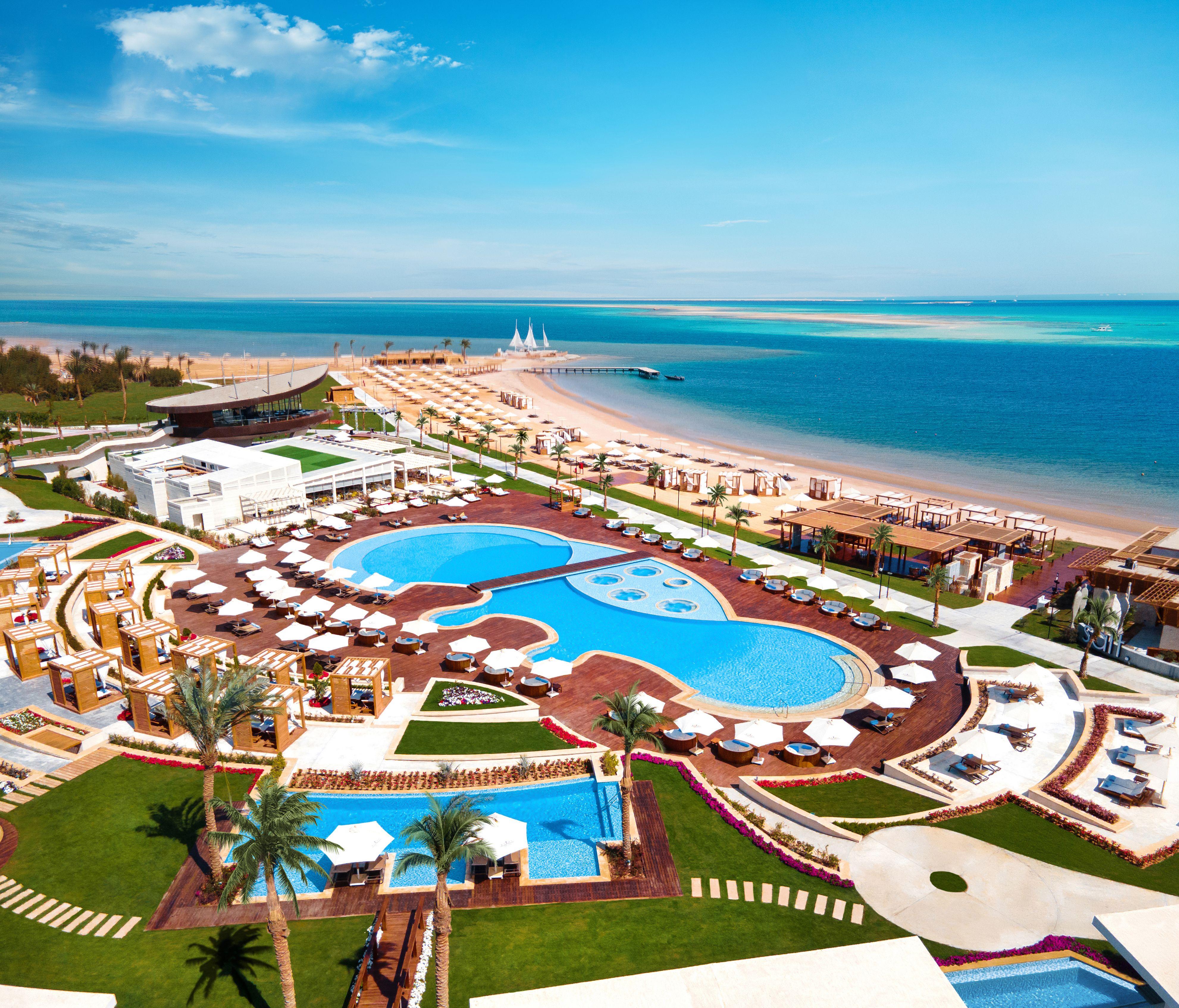 Территория отеля Rixos Premium Magawish вХургаде.