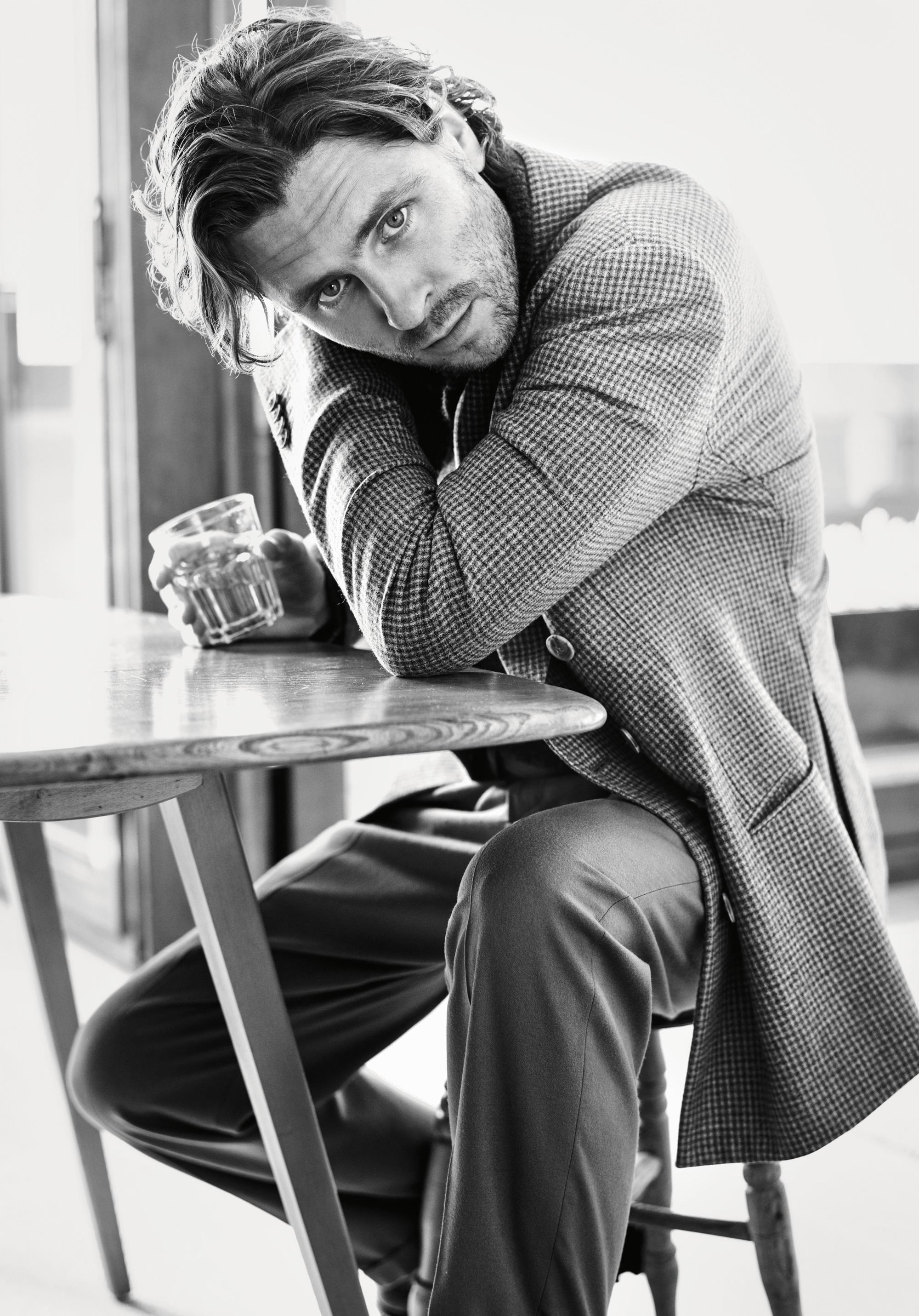 Пиджак, джемпер, брюки, все Giorgio Armani