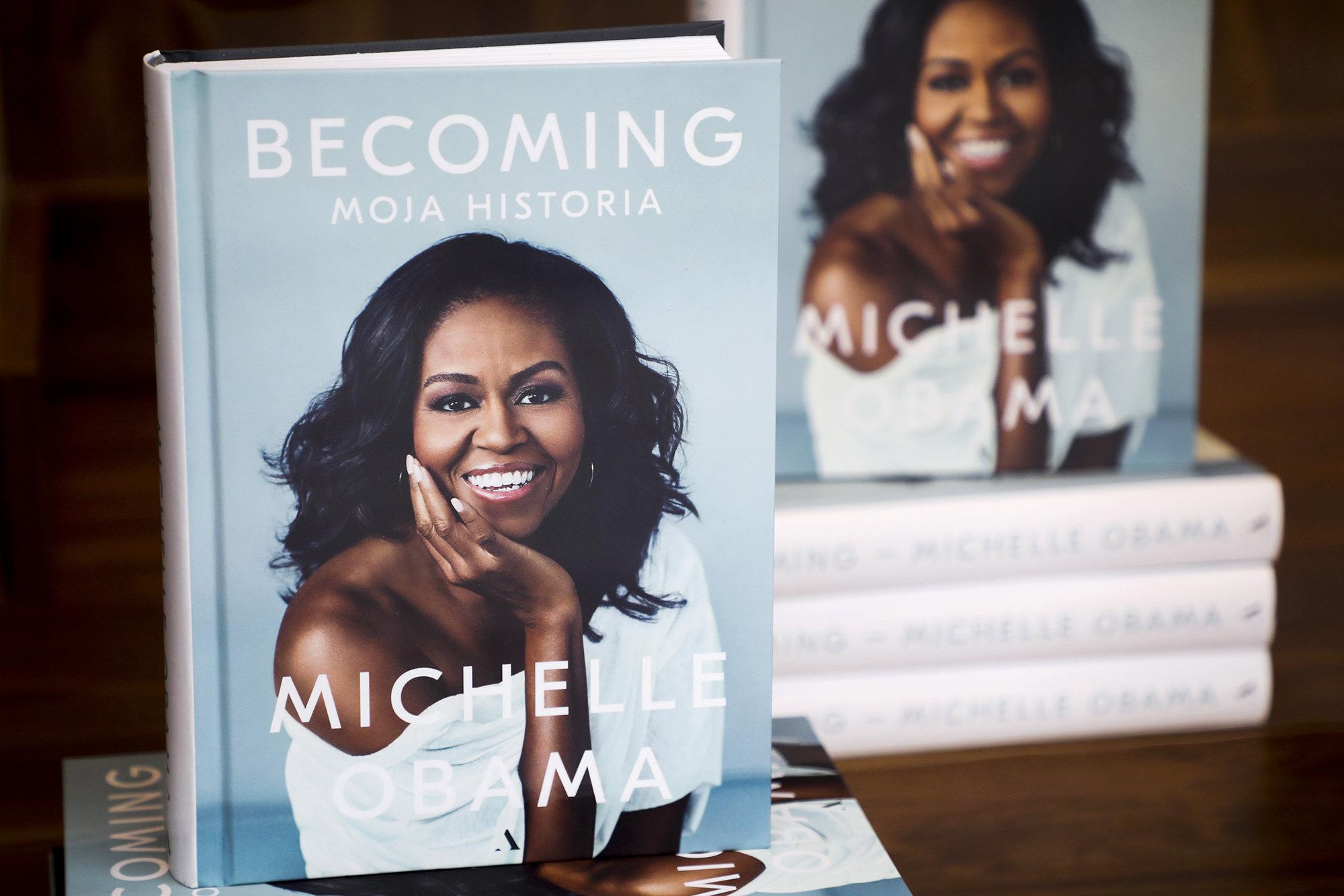 Мемуары Мишель Обама навыставке книжного магазина Empik вКракове, Польша, 20 марта 2019 года