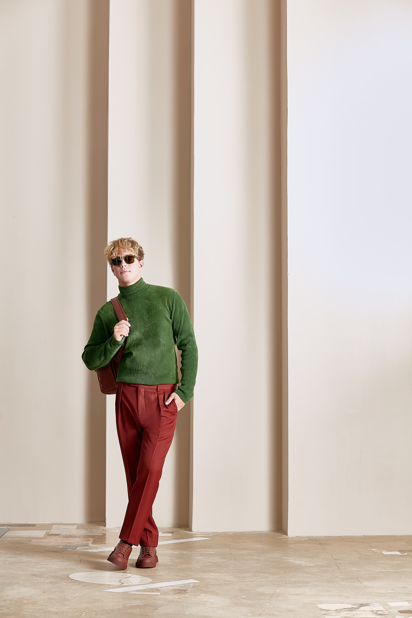 Очки Emporio ArmaniВодолазка Dior MenРюкзак Brunello CucinelliБрюки BossКеды Boss