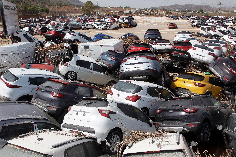 Машины, пострадавшие отнаводнения вОриуэле, Аликанте, восточная Испания, 15 сентября 2019 года. Шесть человек погибли.