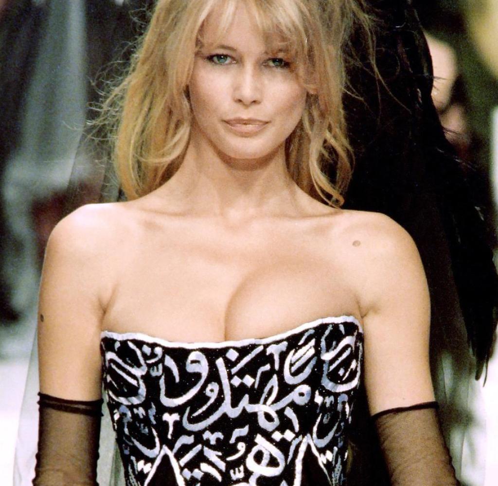 Клаудиа Шиффер напоказе Chanel Haute Couture весна-лето 1994