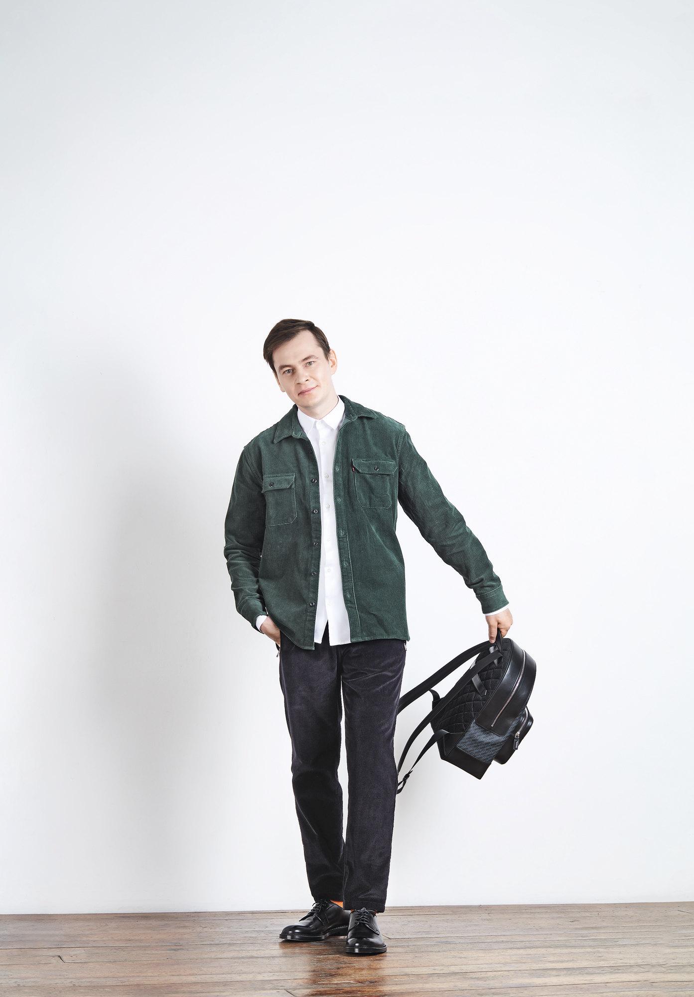 Рубашка Levi's Рубашка Emporio ArmaniБрюки Dolce & GabbanaРюкзак MontblancНоски FalkeДерби Boggi Milano