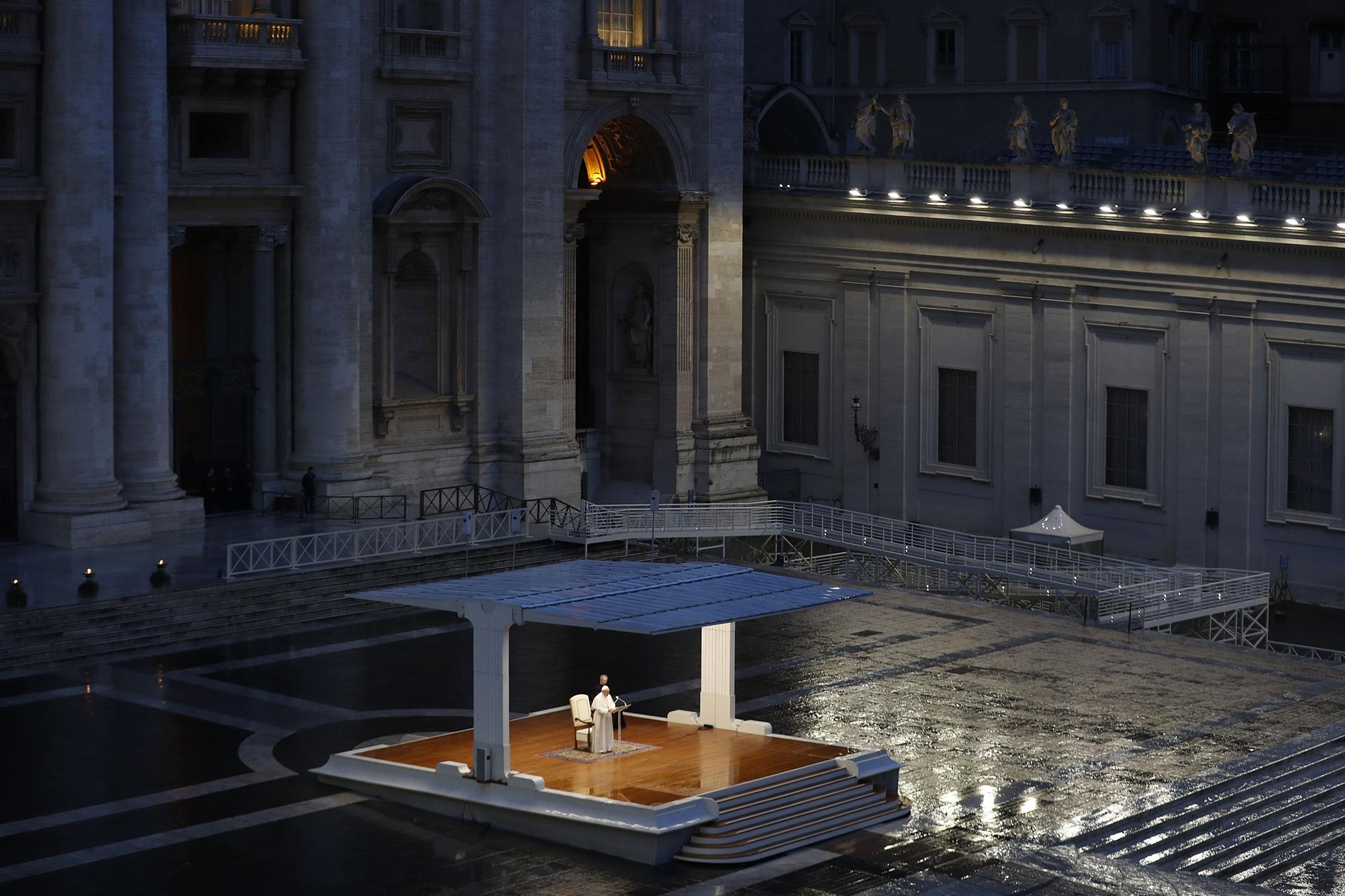 папа римский Франциск I выступил спосланием к