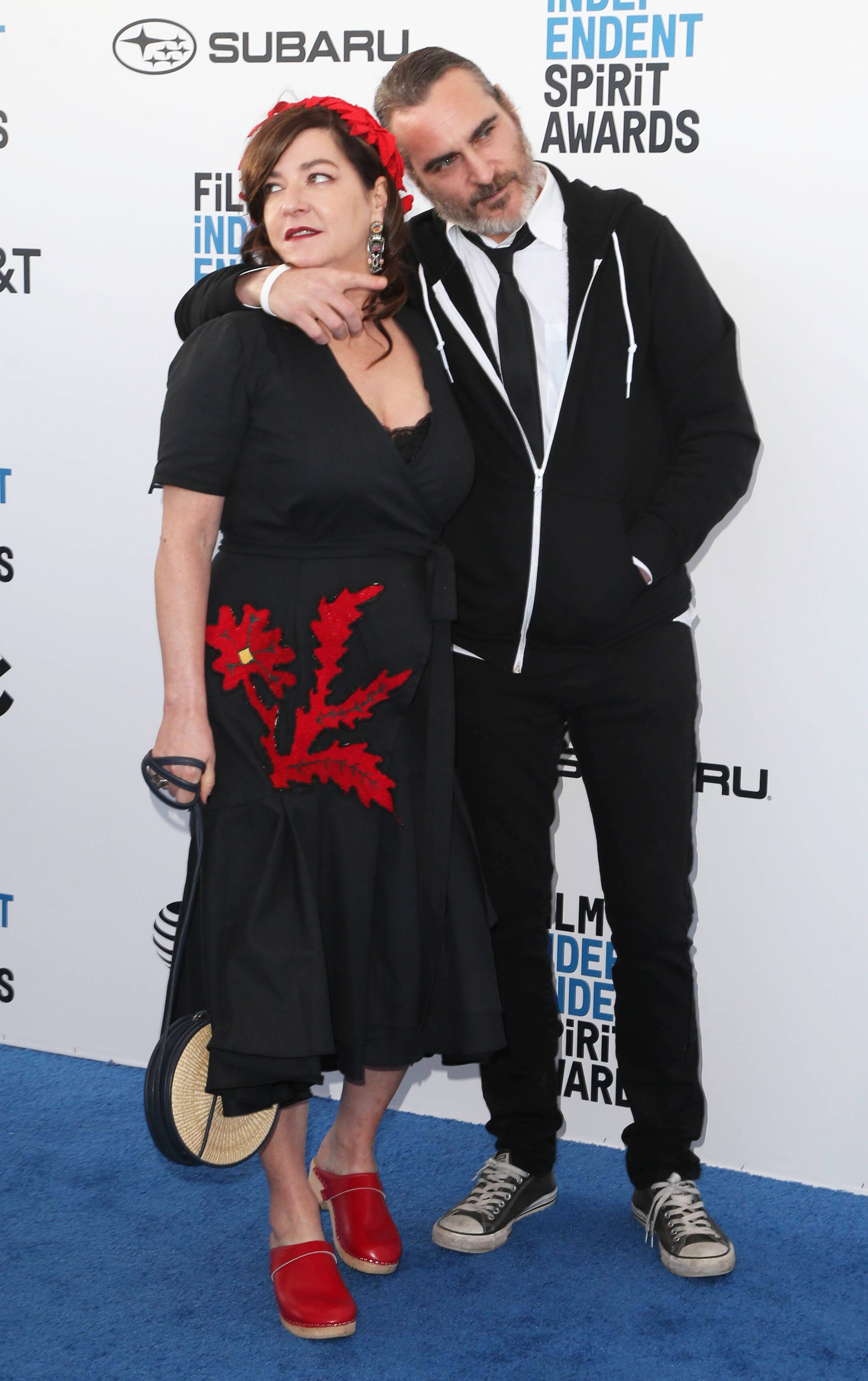 Entertainment Bilder Des Tages SANTA MONICA, CA - FEBRUARY 23: Lynne Ramsay, Joaquin Phoenix At The 2019 Film Independent Spirit Awards In Santa Monica, California On February 23, 2019. PUBLICATIONxINxGERxSUIxAUTxONLY