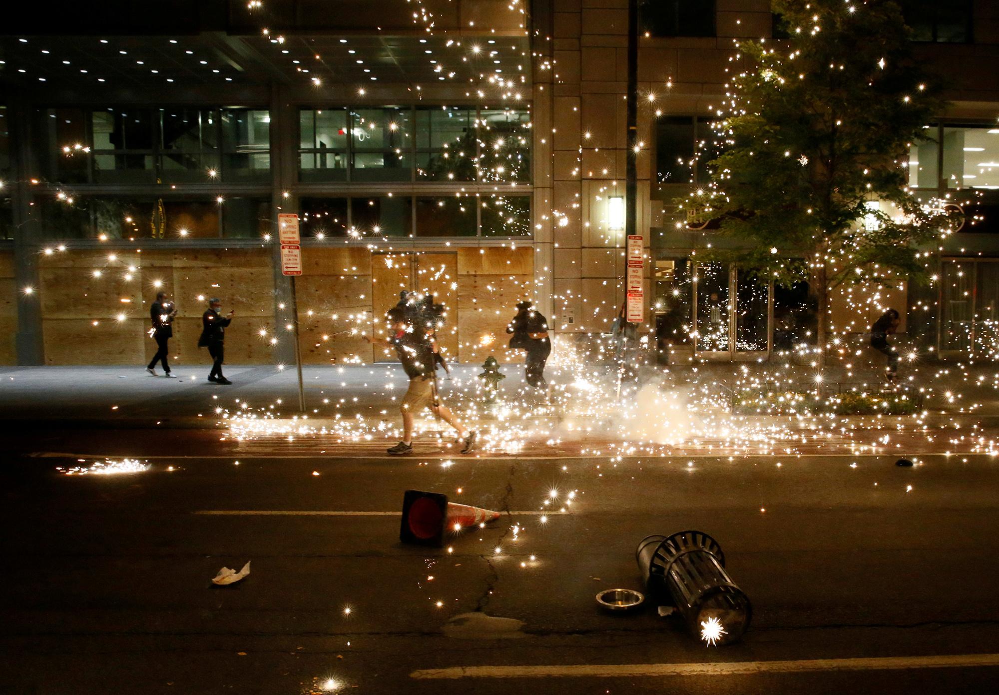 Разгон протестующих вВашингтоне, 31 мая. Полиция применила слезоточивый газ.