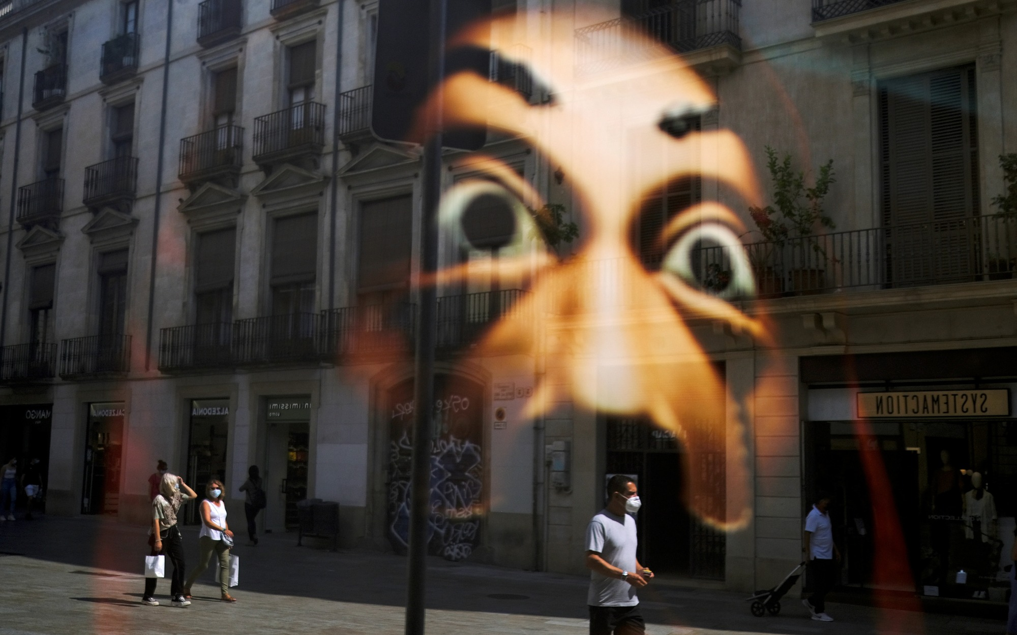 DOCUMENT DATE:September 15, 2020People wearing face masks are reflected in a window of a shop as they walk on a street at Barrio Gotico (Gothic Quarter), after Catalonia's regional authorities announced restrictions to contain the spread of the coronavirus disease (COVID-19), in Barcelona, Spain September 15, 2020. REUTERS/Nacho Doce