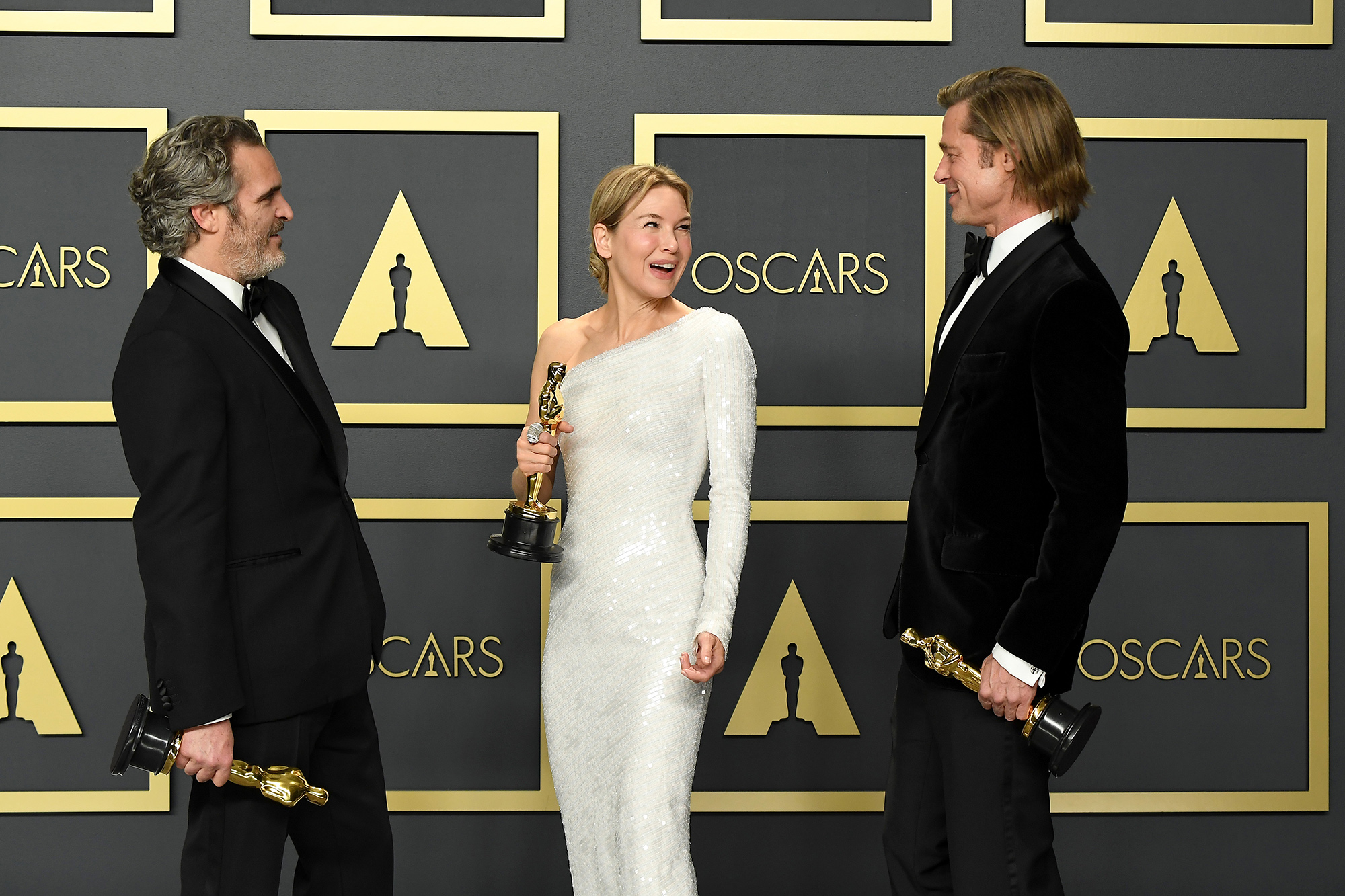 Хоакин Феникс (лучший актер), Рене Зеллвегер (лучшая актриса) иБрэд Питт (лучший актер второго плана)