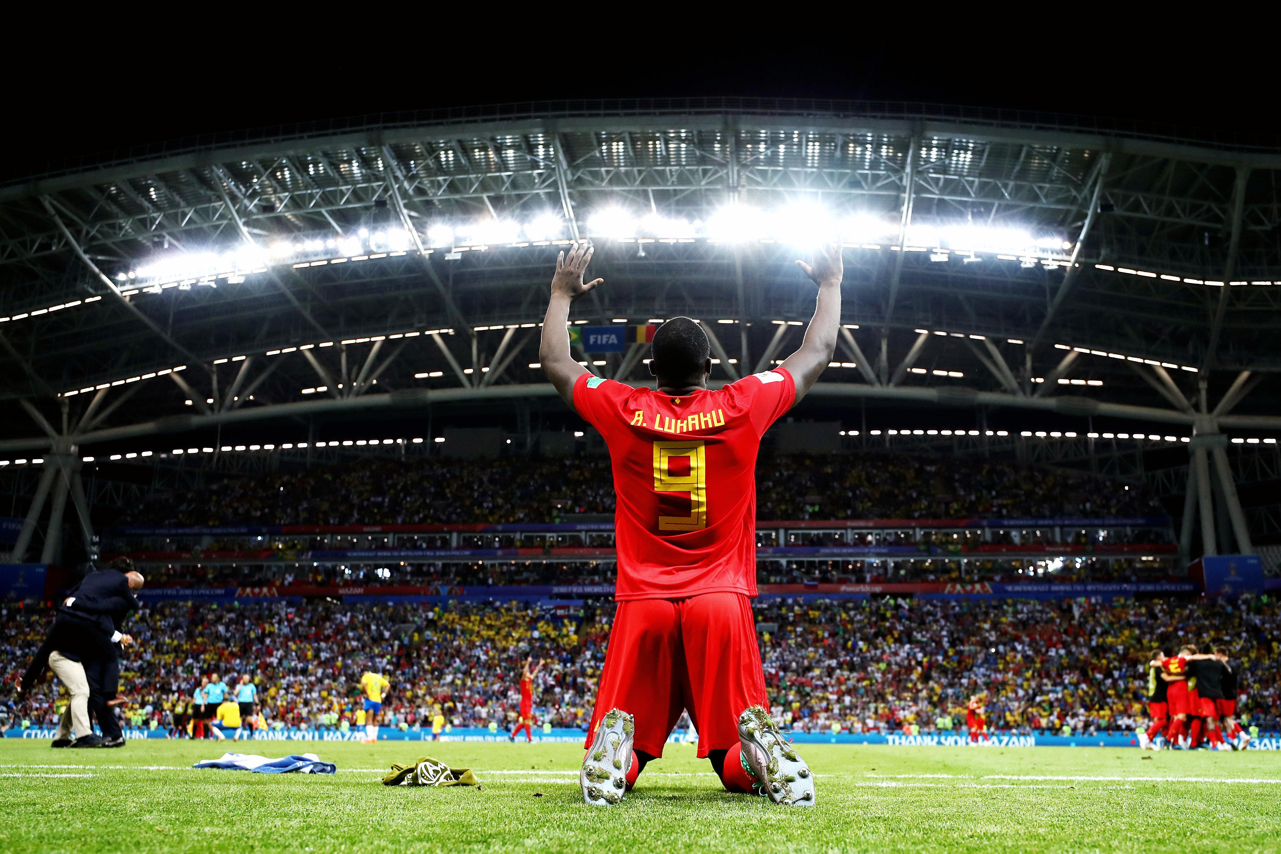 Ромелу Лукаку празднует победу Бельгии надсборной Бразилии в1/4 финала чемпионата мира.
