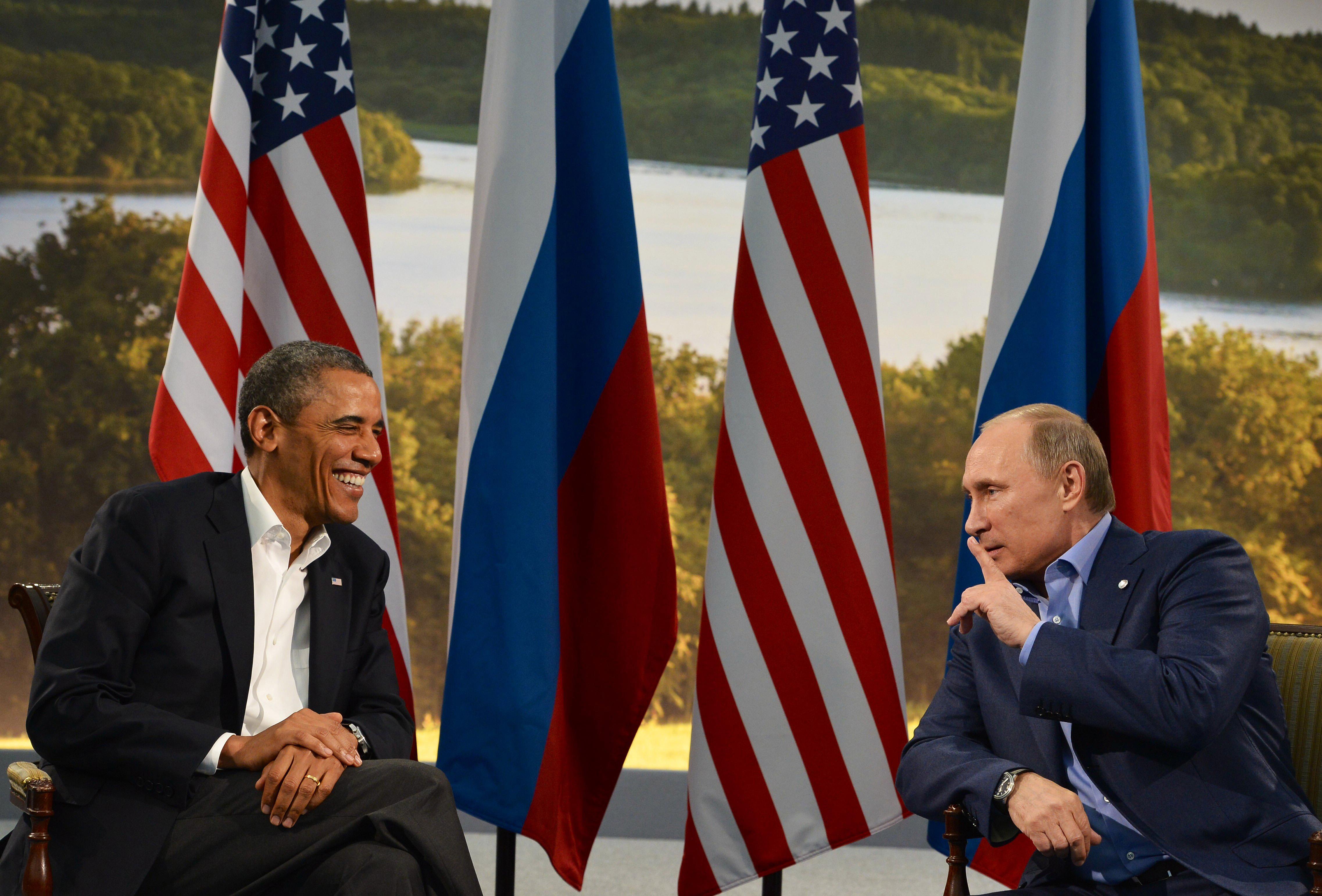 Барак Обама иВладимир Путин насаммите G8 вСеверной Ирландии, 2013