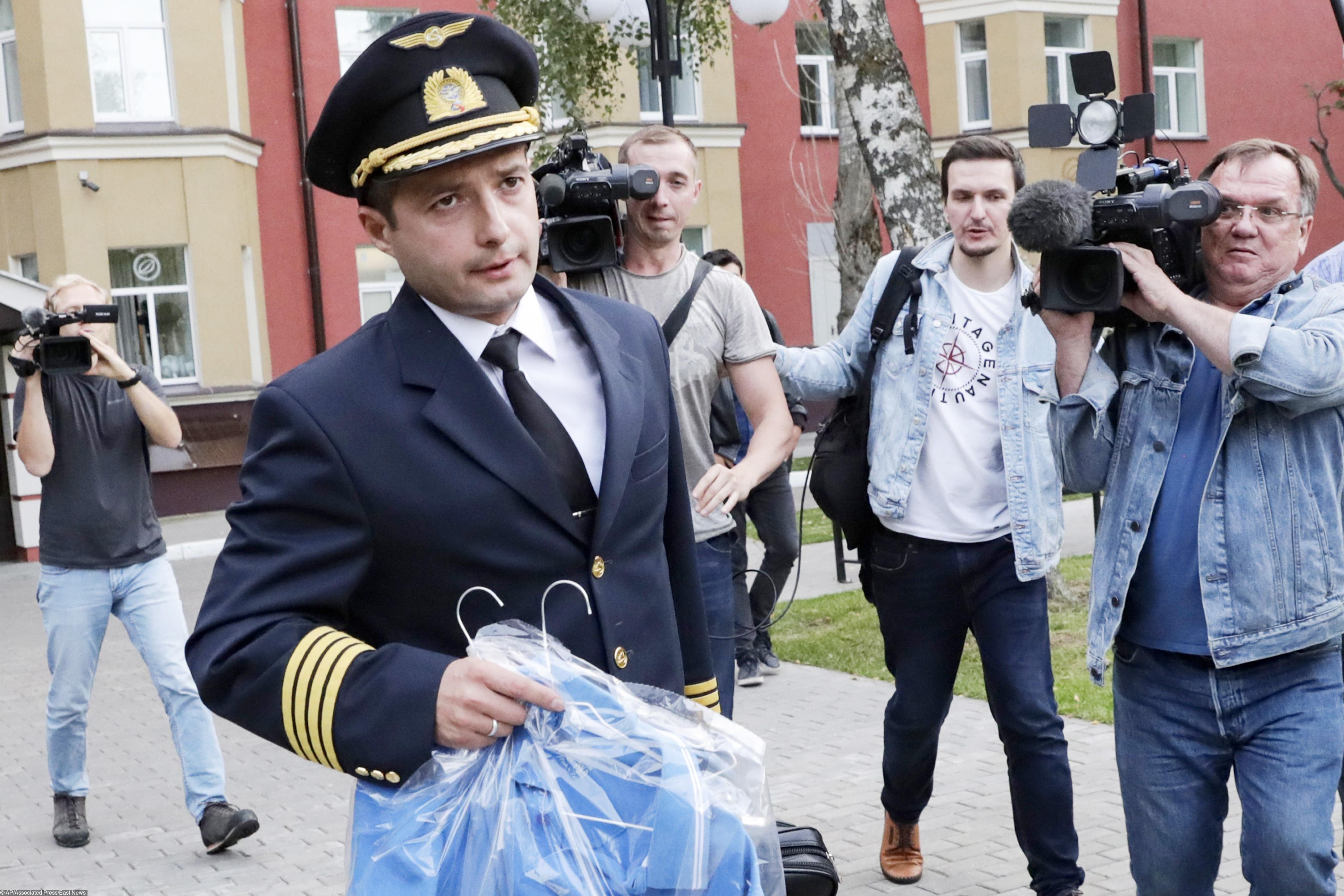 Пилот «Уральских авиалиний» Дамир Юсупов