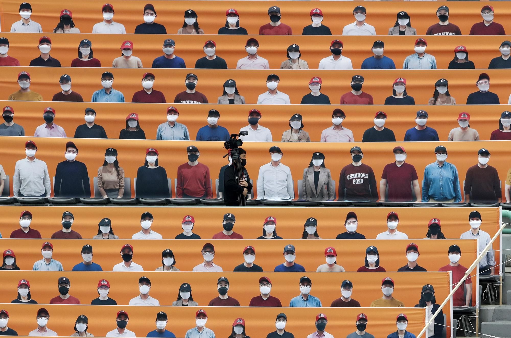 Оператор набаскетбольном матче вюжнокорейском Инчхоне 5 мая