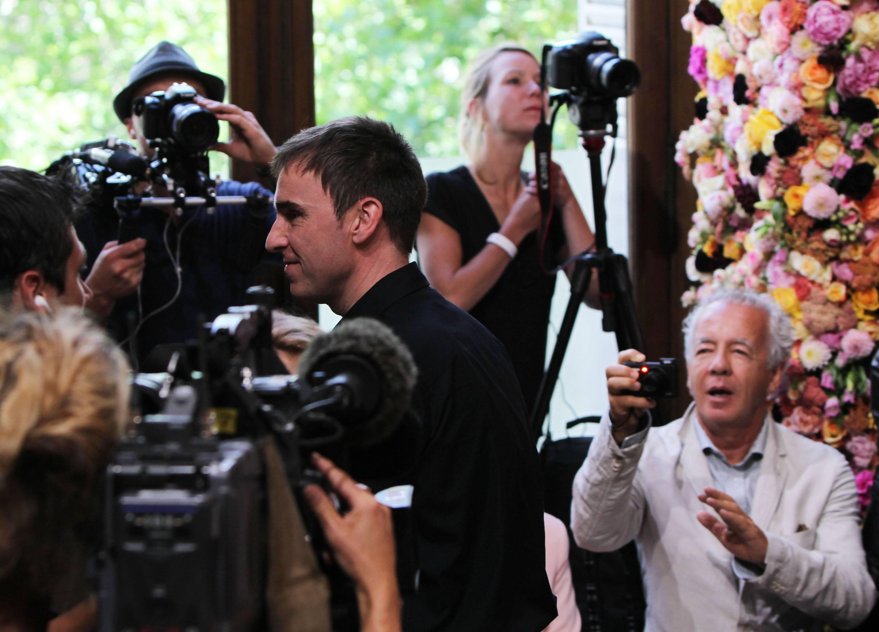 Раф Симонс напоказе Christian Dior Haute Couture осень-зима 2012
