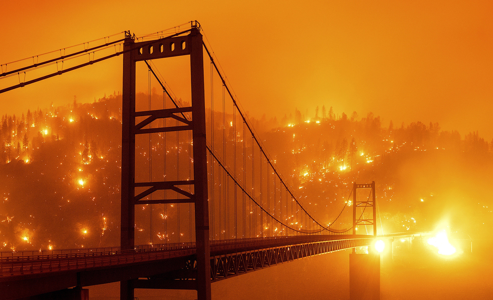 Мост Бидуэлл Бар вОровилле, штат Калифорния. Фотография сделана надлинной выдержке.