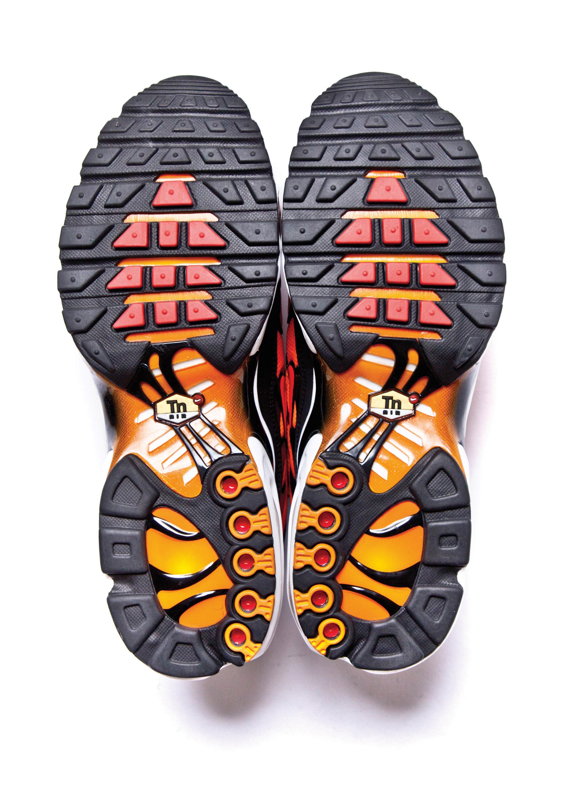 Подошва Nike's Air Max Plus врасцветке Orange Tiger. Модель 1998 года была перевыпущена в2013 году.