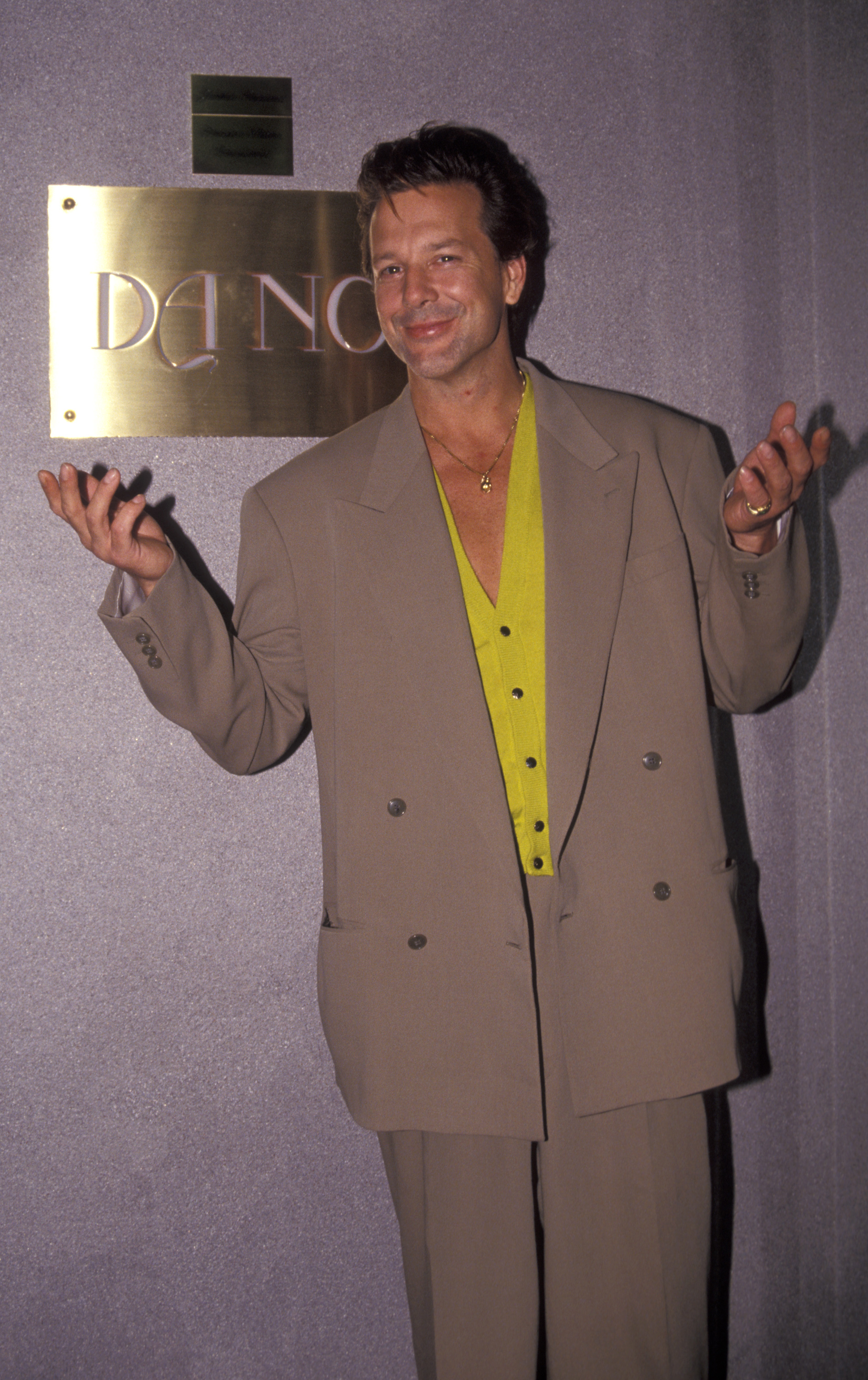Actor Mickey Rourke being photographed on August 31, 1991 at Da Noi Restaurant in New York City, New York. КРЕДИТ