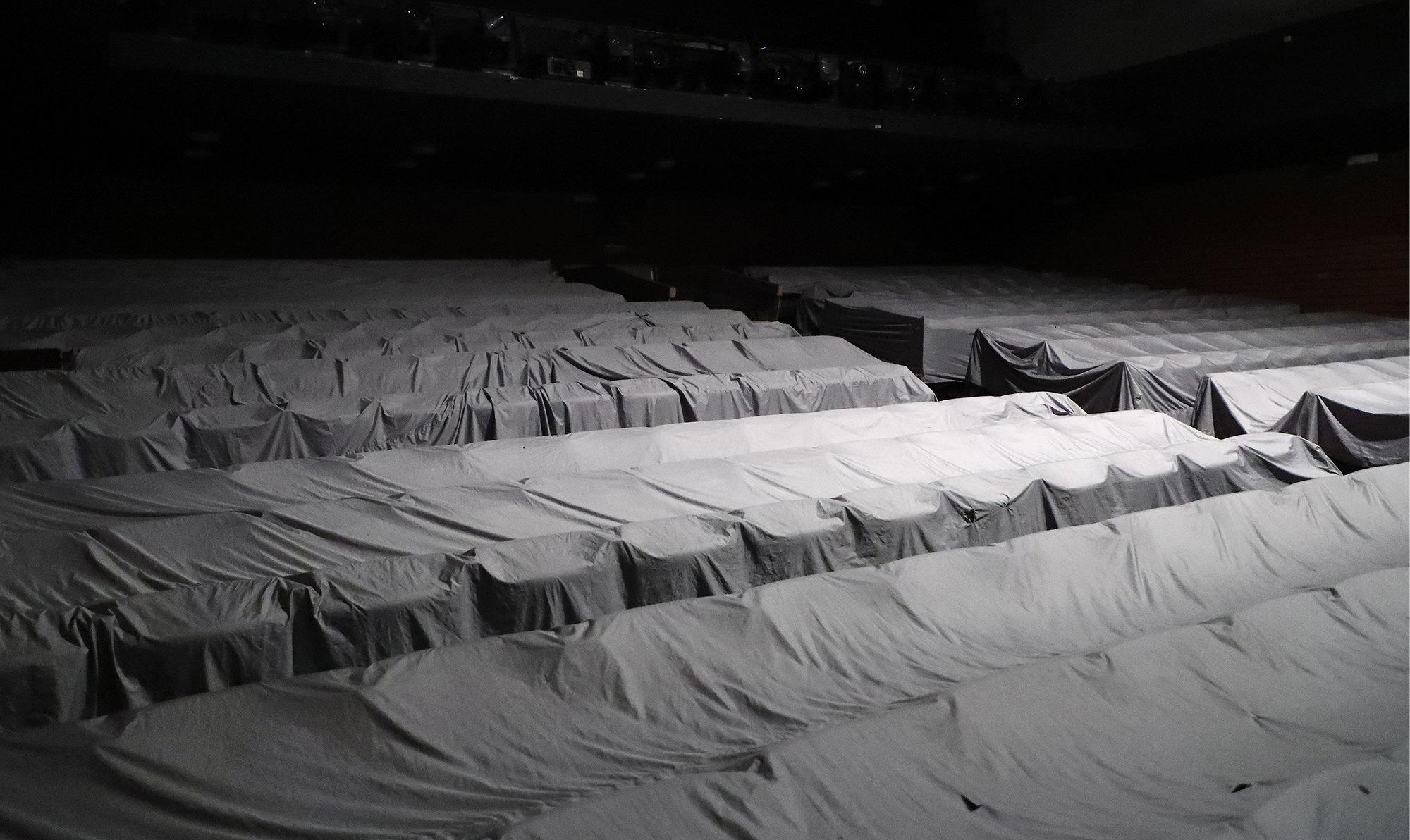 Пустой зал вТеатре наТаганке. Театр будет закрыт длязрителей впериод с17 марта по10 апреля 2020 года всвязи спандемией коронавируса COVID-19. КРЕДИТ