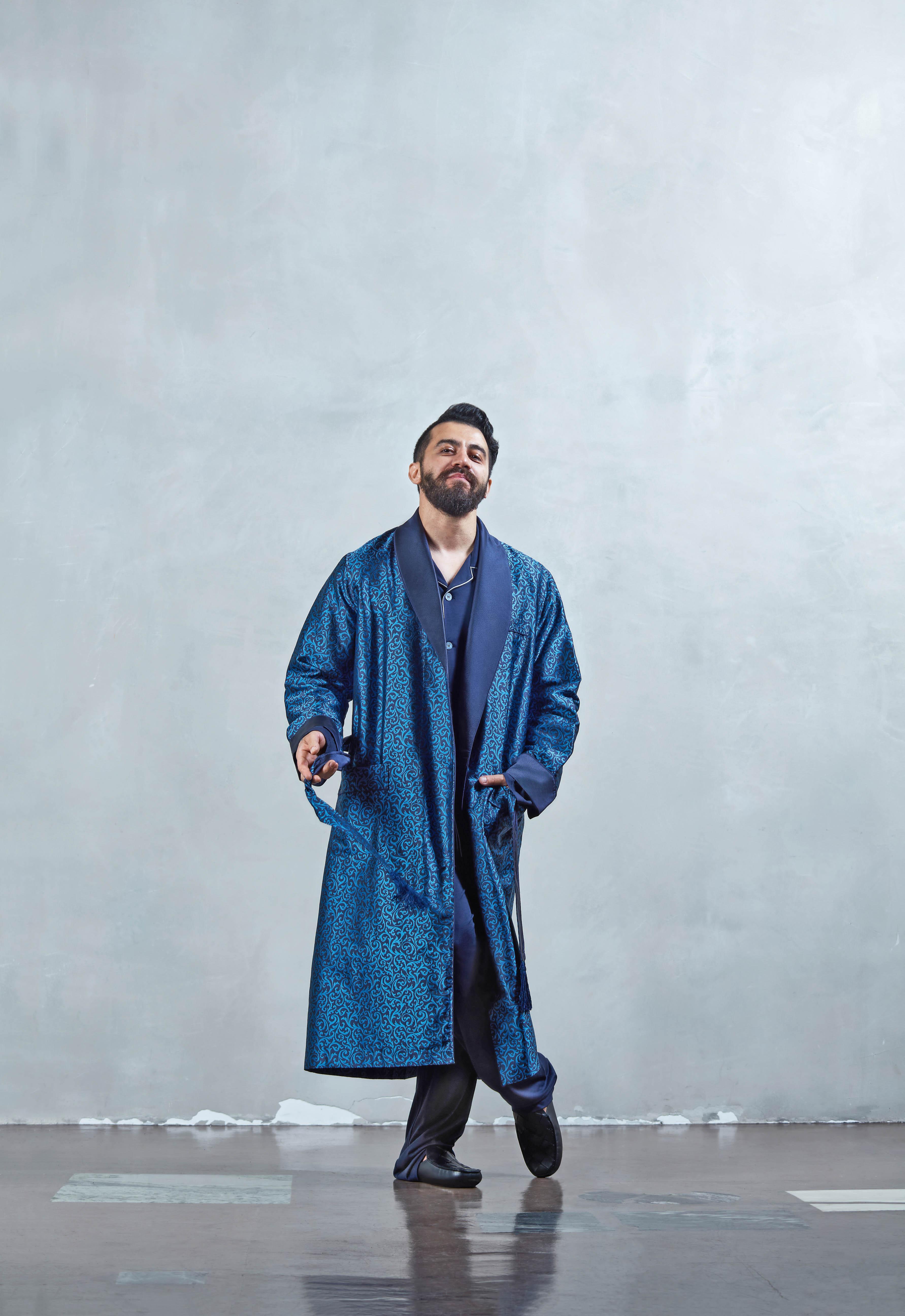 Пижамная рубашка Ermenegildo Zegna, халат Derek Rose, пижамные брюки Ermenegildo Zegna, слиперы Bottega Veneta