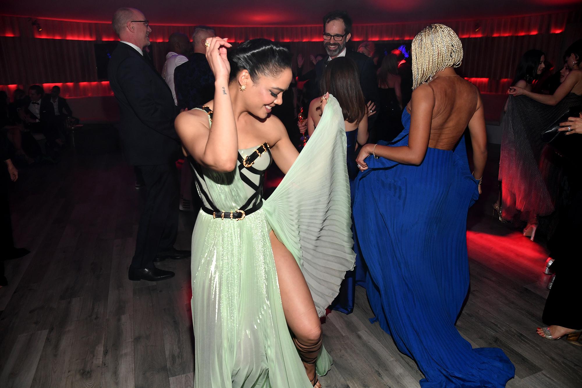 Актрисы Тесса Томпсон иАмандла Стенбергна вечеринке Vanity Fair.