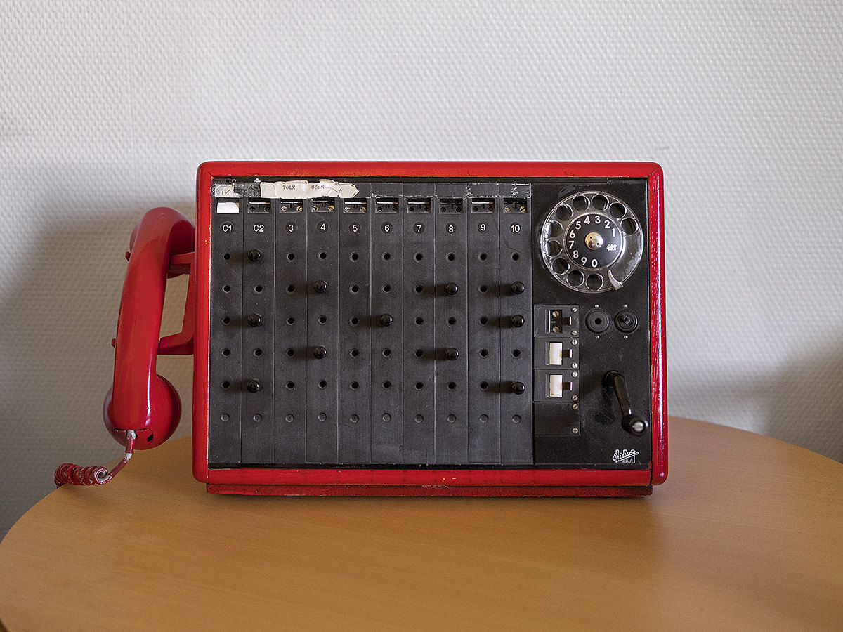 Telephone intended to connect the two Norwegian and Soviet border posts during the Cold War