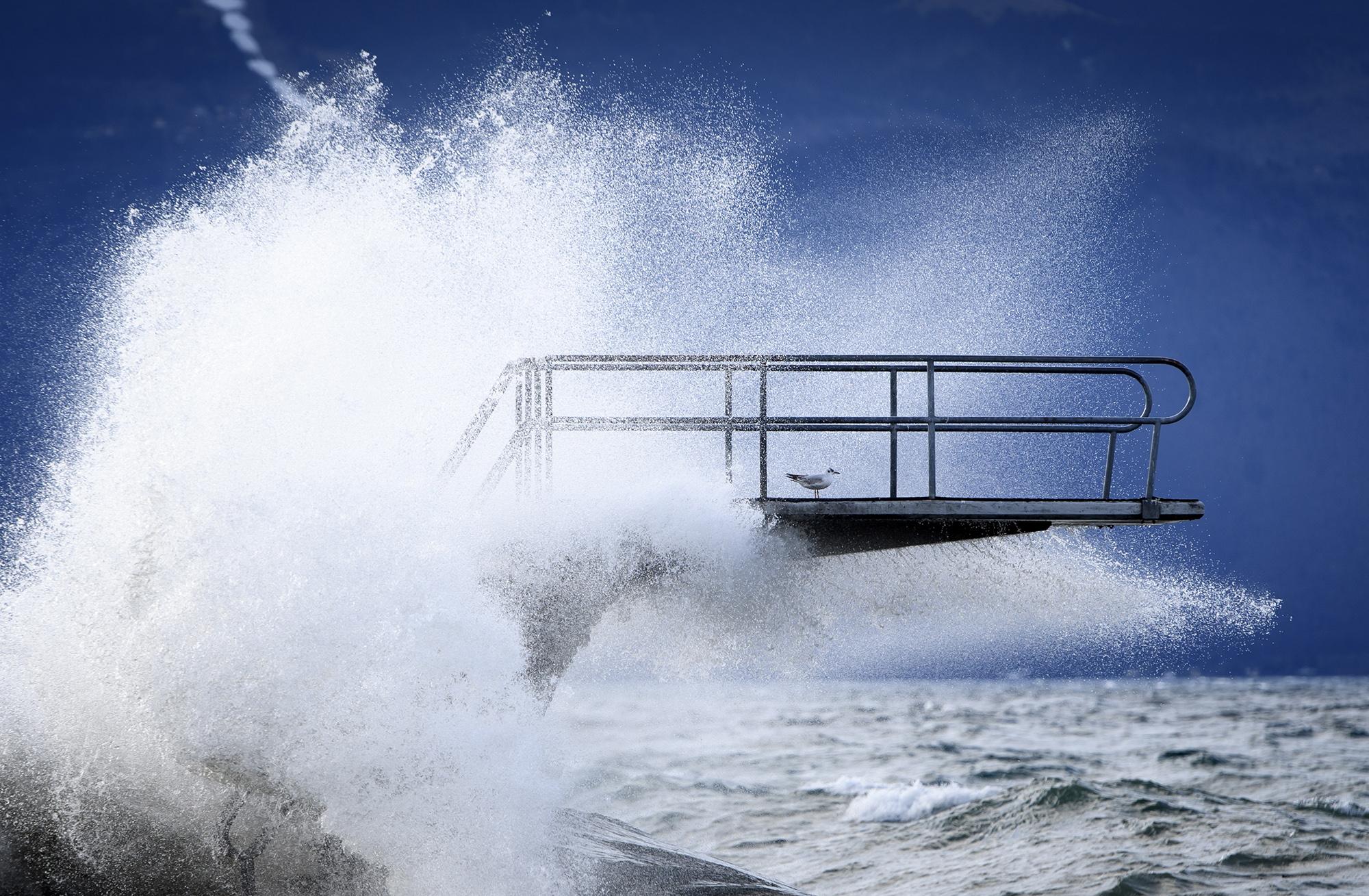 Сильные волны наЖеневском озере, Швейцария
