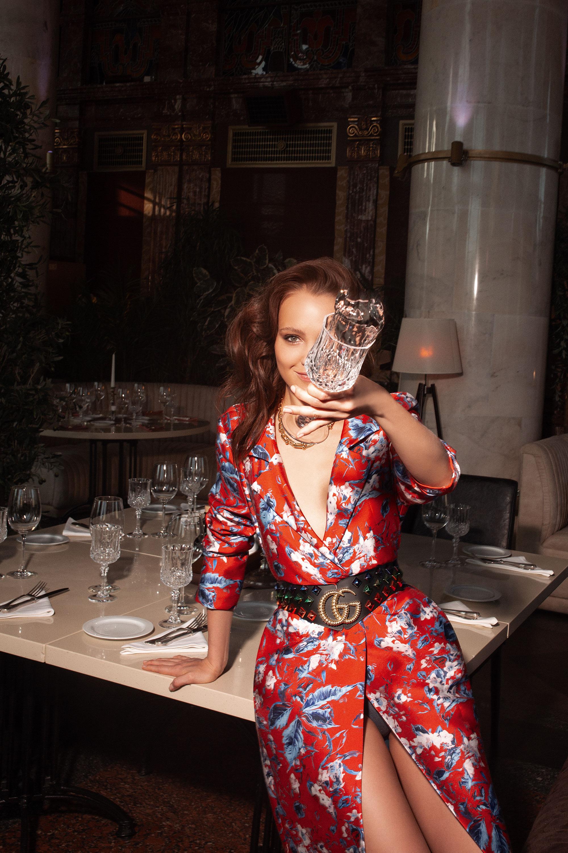 Плащ IVI Collection; ремень Gucci; белье Hunkemöller; колье Tiffany HardWear, Tiffany & Co.