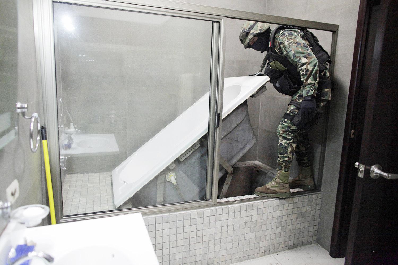 Откидная ванная, черезтоннель подкоторой сбежал Эль Чапо