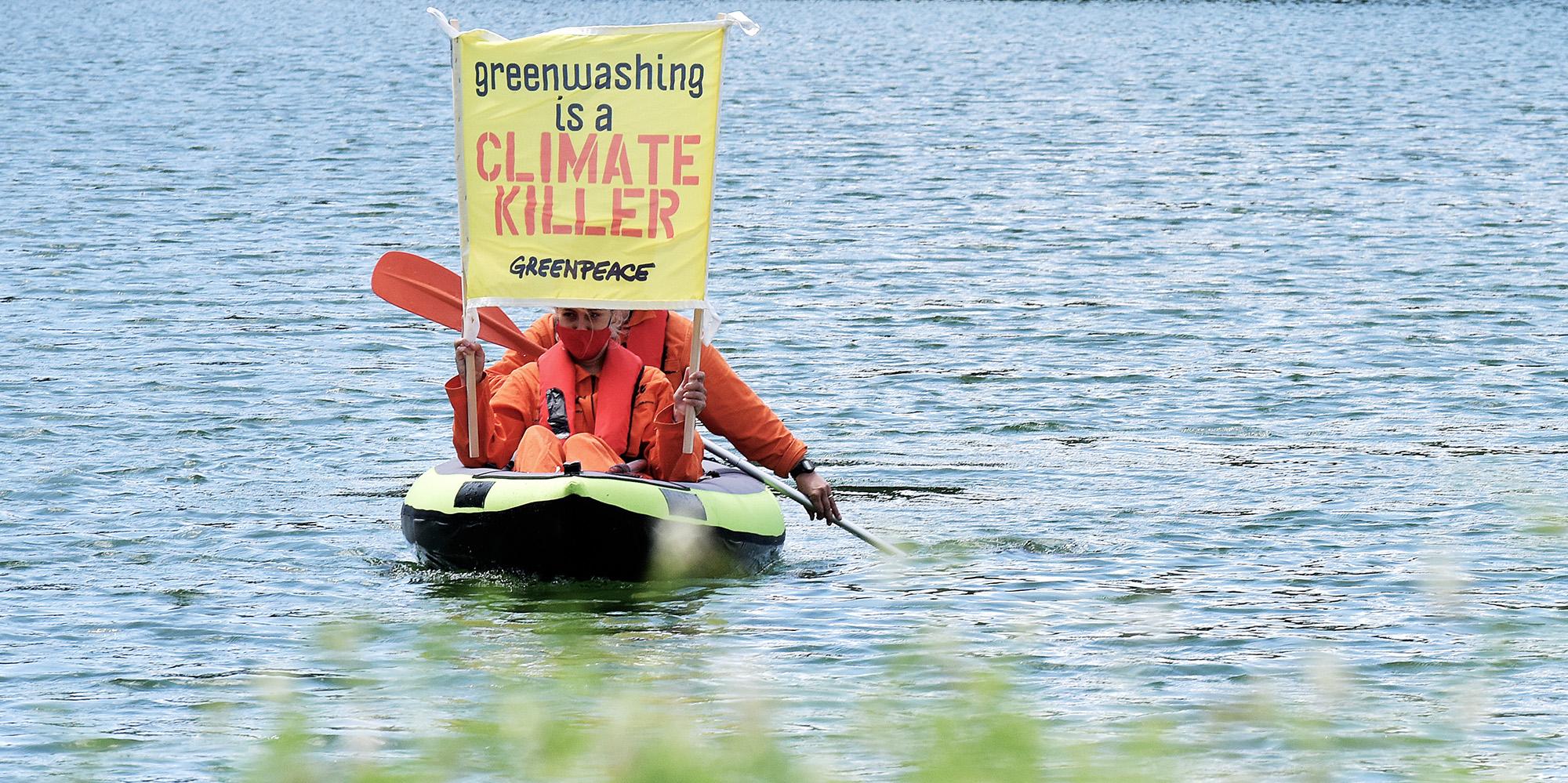 Забастовка активистов Greenpeace против гринвошинга