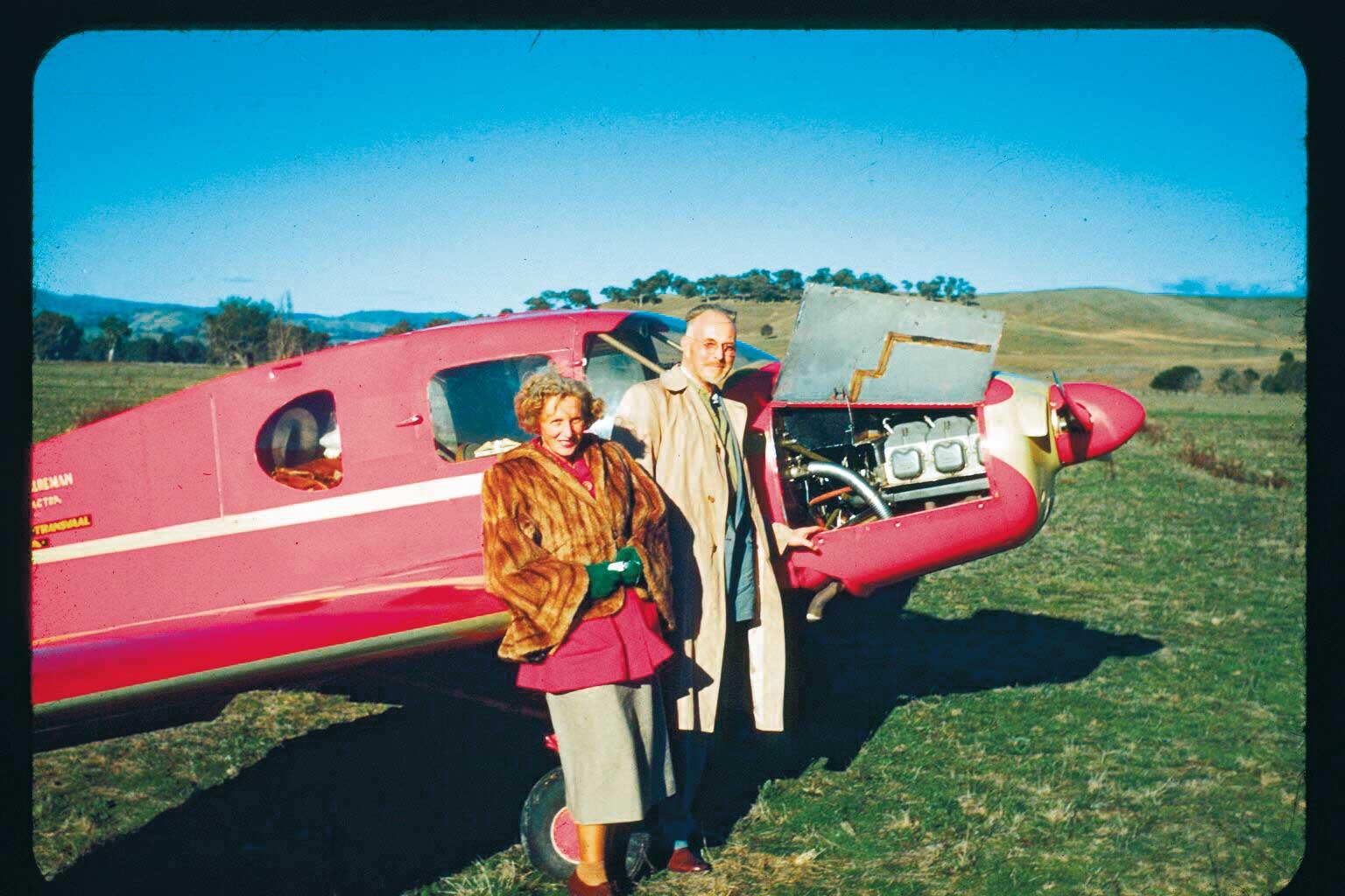 Родители Мэй Маск иих легкомоторный самолет
