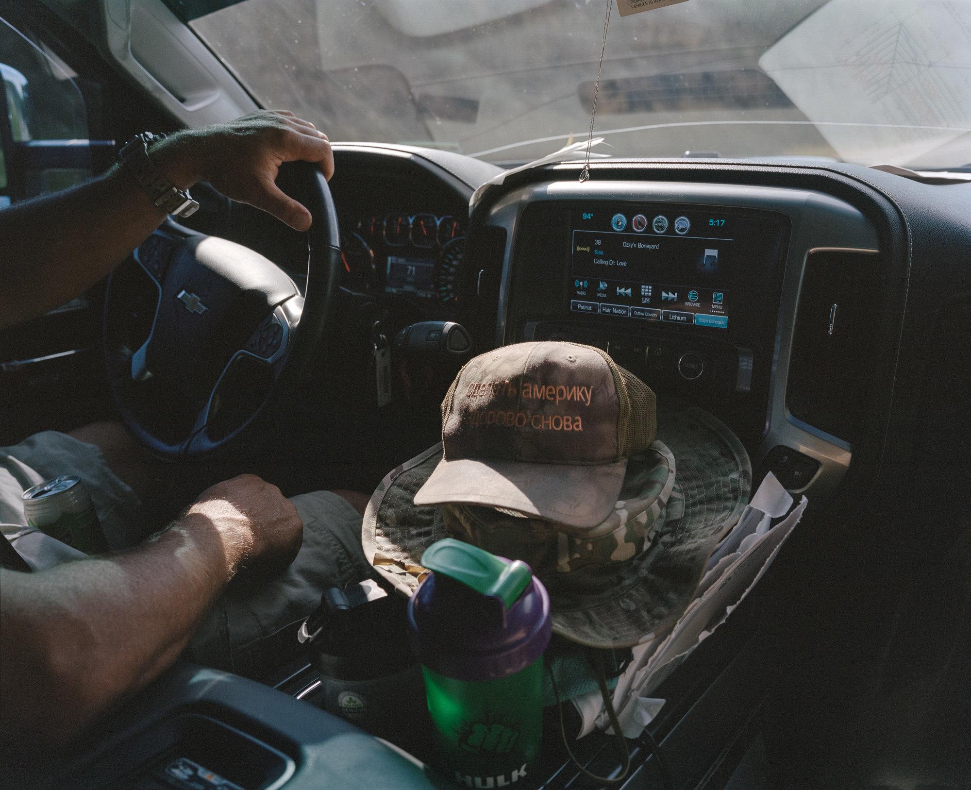Русский со кепкой MAGA, штат Колорадо