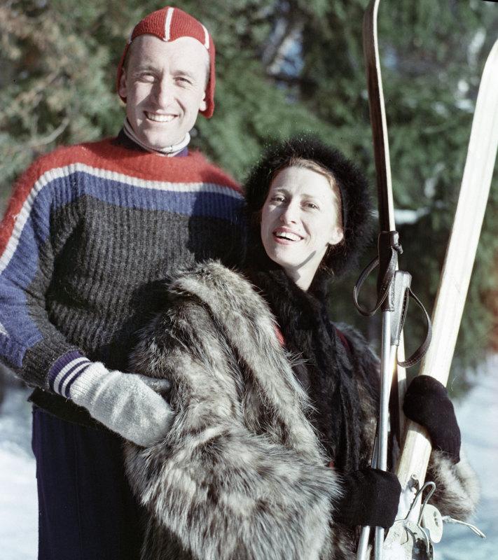 Майя Плисецкая ссупругом композитором Родионом Щедриным напрогулке вподмосковном лесу.Кредит: