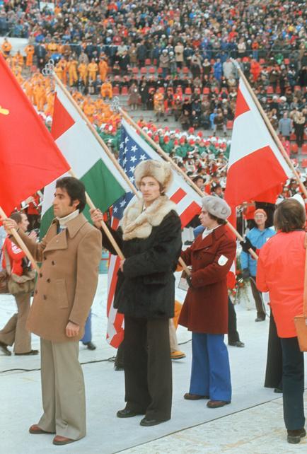 Знаменосец Владислав Третьяк (по центру) наоткрытии Олимпиады вИнсбруке, 1976 год.