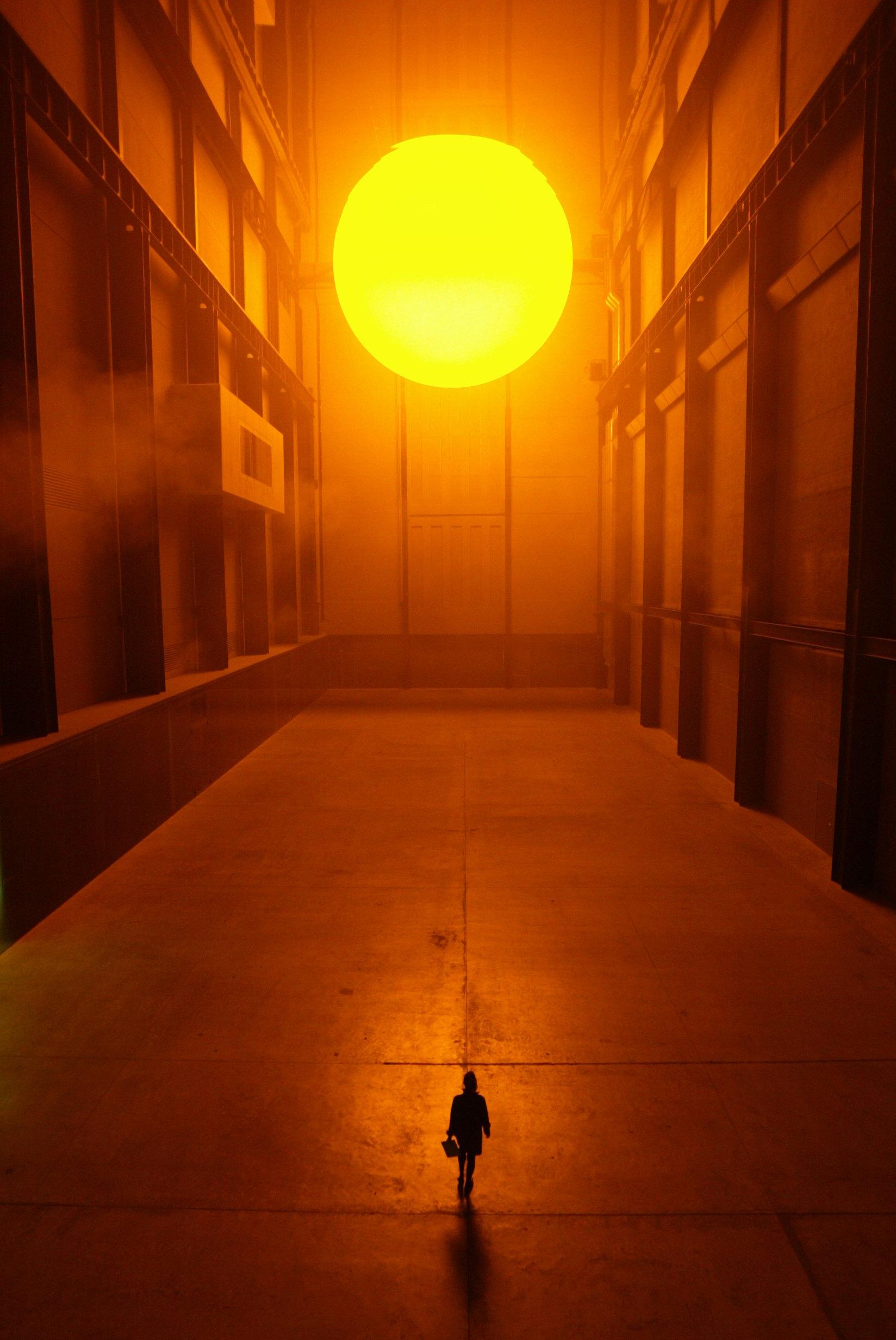 Никто неожидал, что The Weather Project Олафура Элиассона станет такой сенсацией