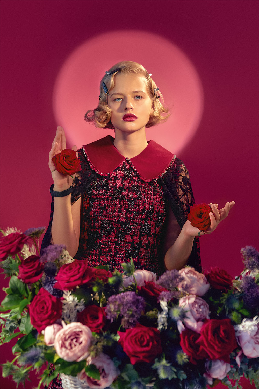 Платье Dolce & Gabbana; накидка Prada; часы TAG Heuer Carrera Lady