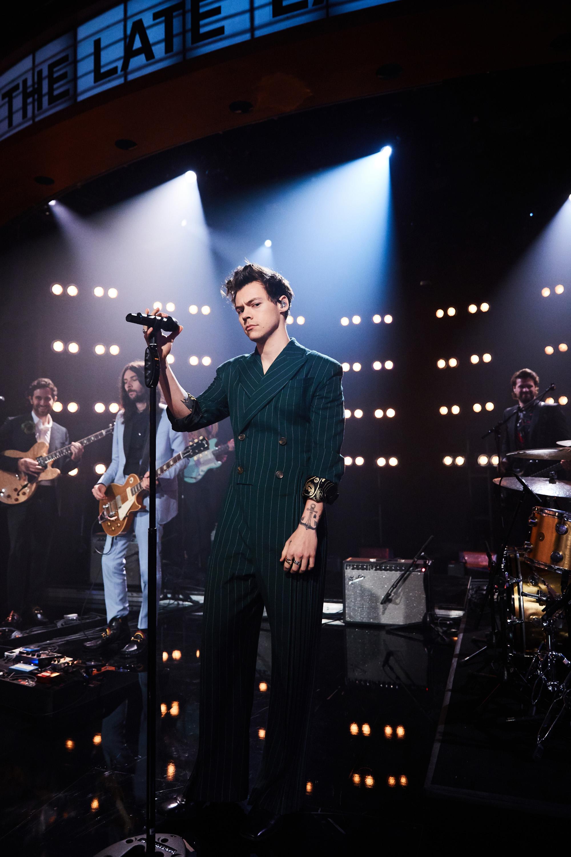Гарри Стайлз наThe Late Late Show c Джеймсом Корденом