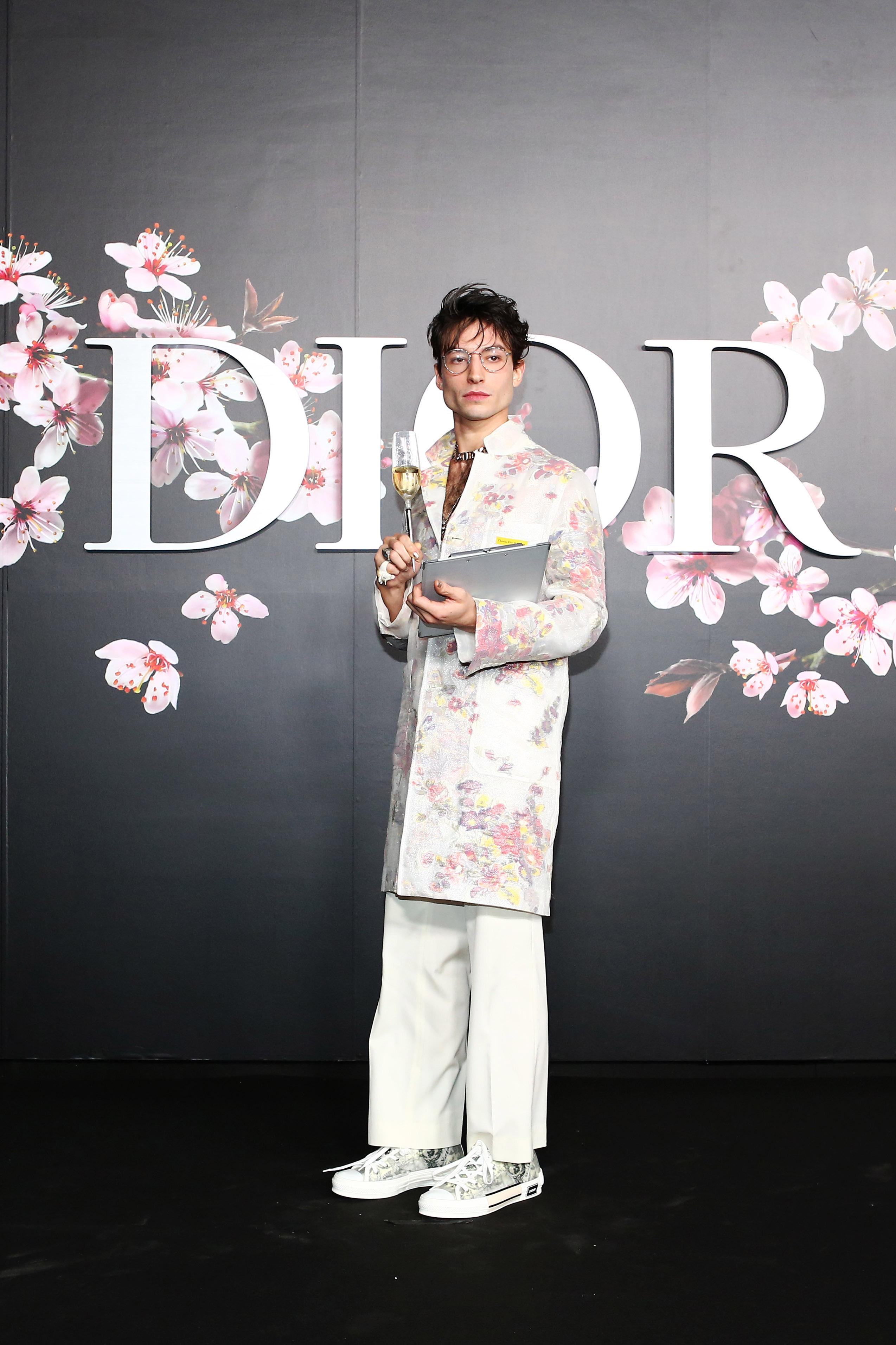 Эзра Миллер напоказе Dior вТокио