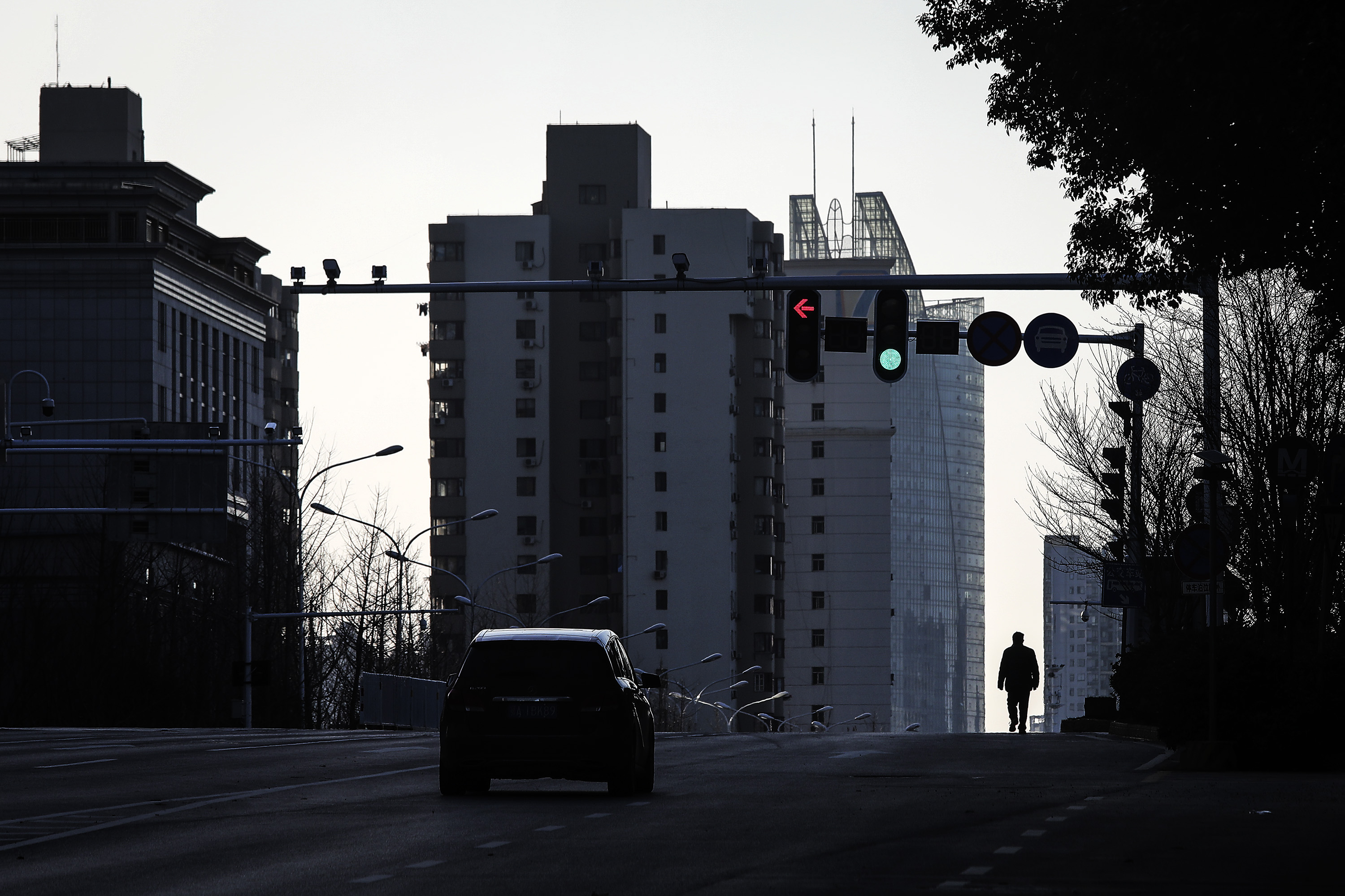 A man walk in the street at Optical Valley on February 16, 2020 in Wuhan, Hubei province, China. Flights, trains and public transport including buses, subway and ferry services have been closed for 25 days. The number of those who have died from the Wuhan coronavirus, known as 2019-nCoV, in China climbed to 1667. (Photo by Getty Images)
