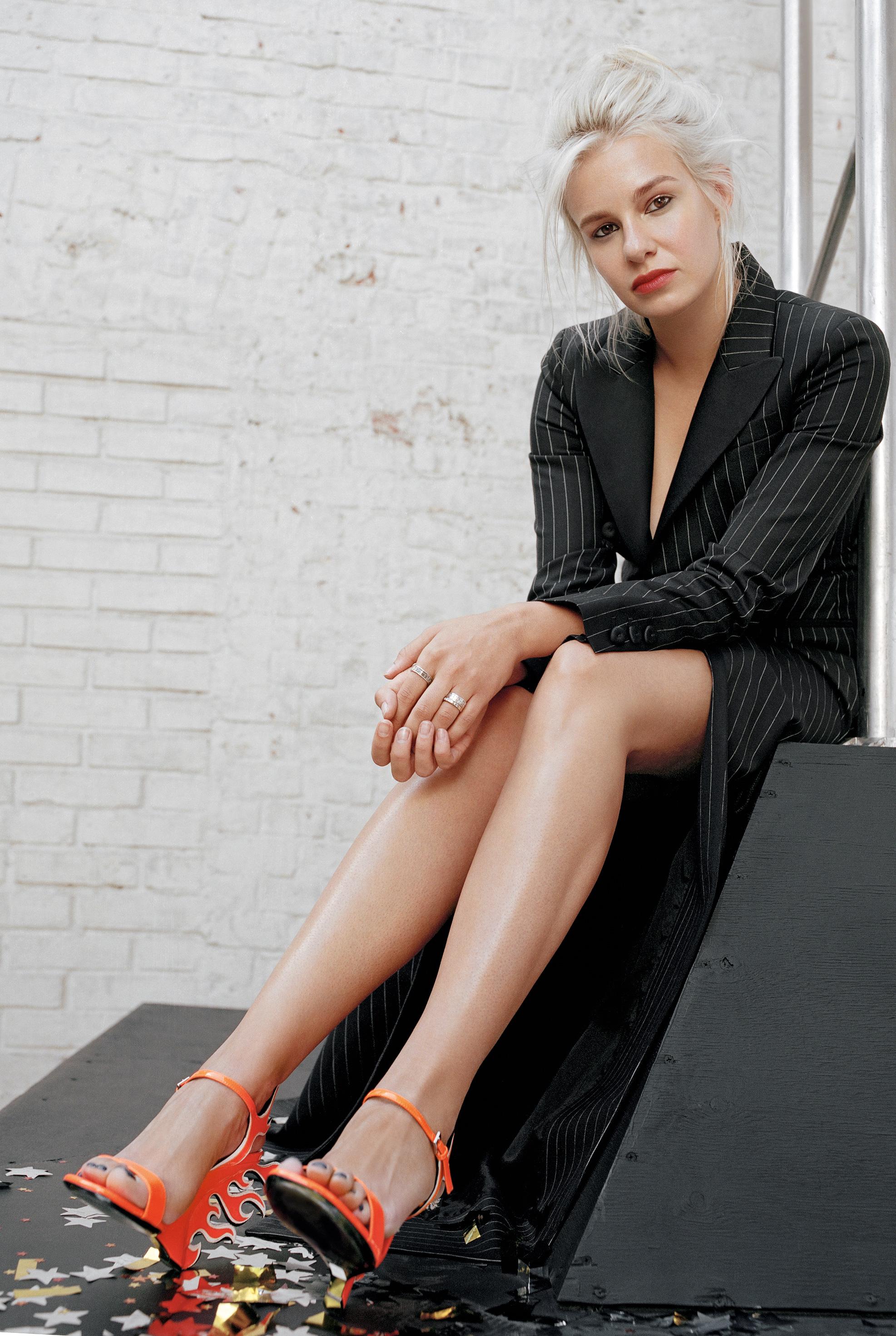 Платье Boutique Moschino  туфли Prada