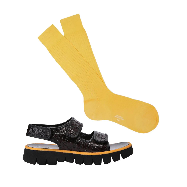 Сандалии Rocco P, 32 190 руб.; носки Charvet, €83