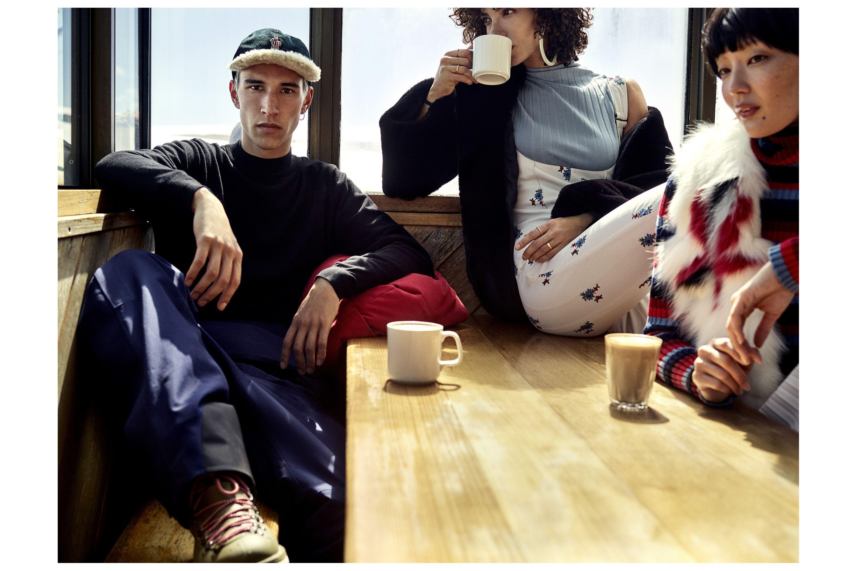 На мужчине: куртка Telluride, комбинезон, бейсболка, все Moncler Grenoble