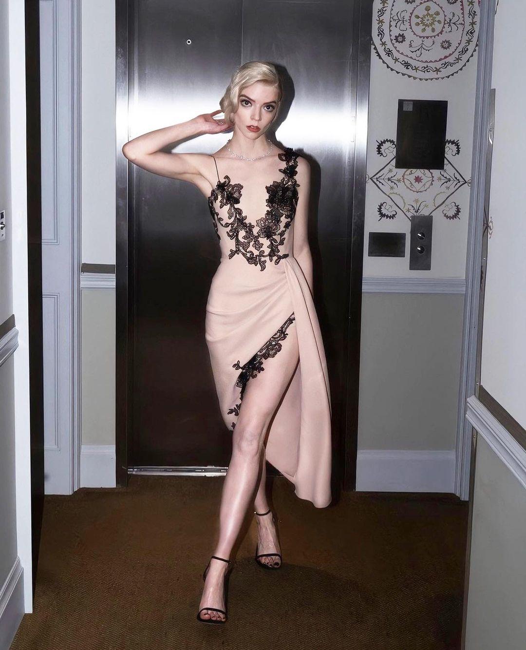 Аня Тейлор-Джой вVera Wang иукрашениях Tiffany&Co.